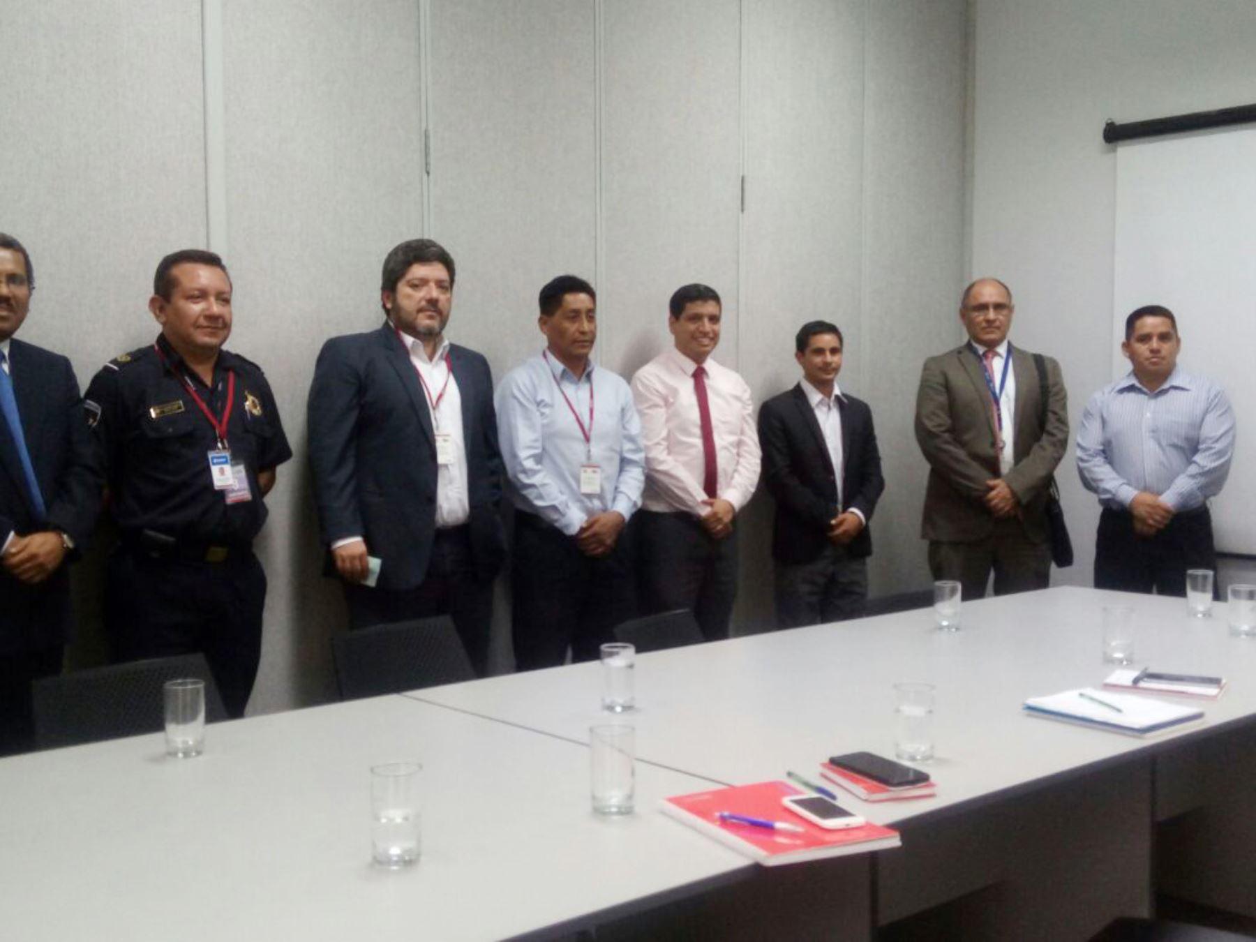 Funcionarios y especialistas ultiman detalles para habilitar el aeropuerto de Trujillo para envíos de productos al exterior. ANDINA