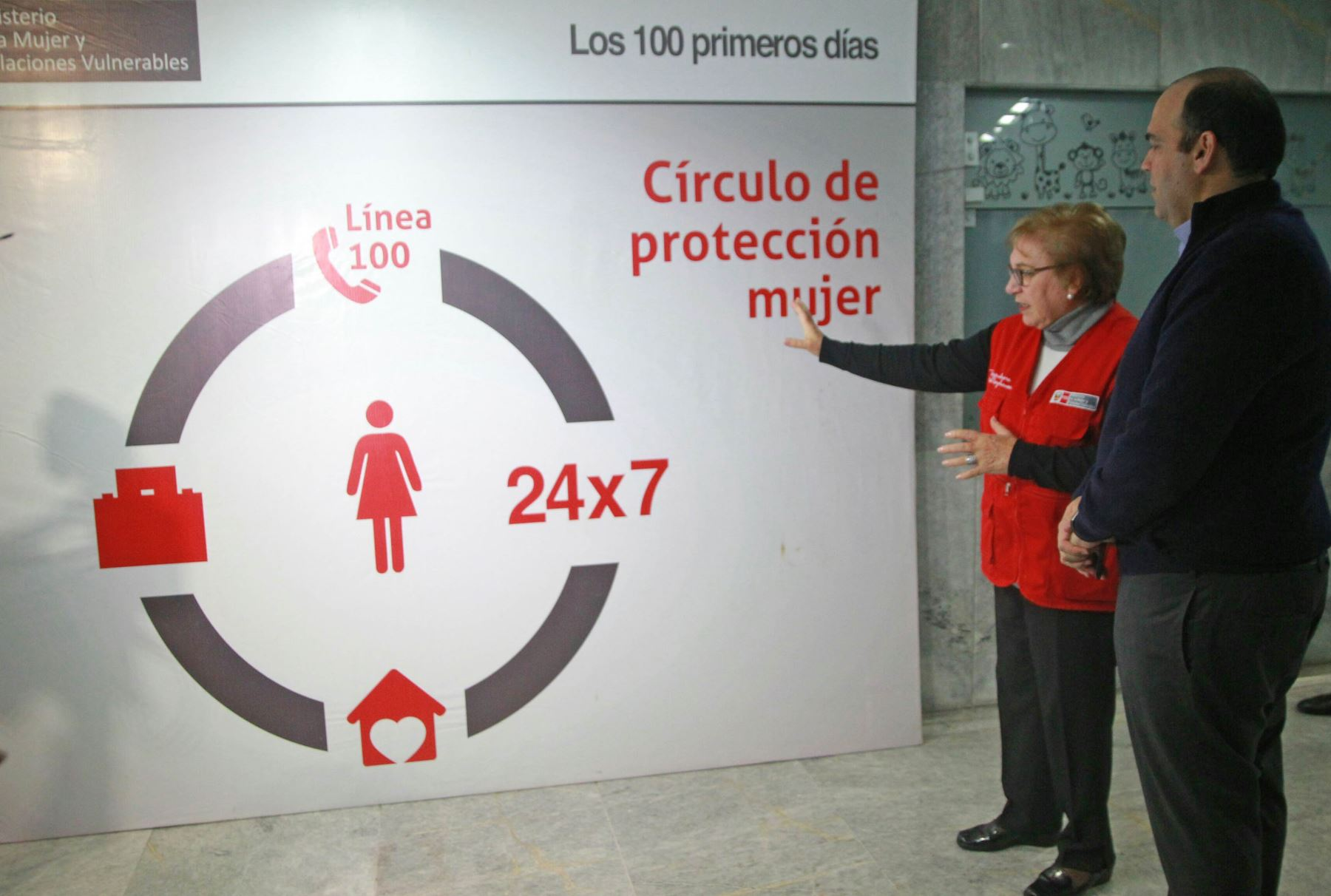 15/06/2017   LIMA-PERÚ, JUNIO 15. Presidente del Consejo de Ministros supervisa el Centro de Emergencia Mujer del Ministerio de la Mujer y Poblaciones Vulnerables. Foto: ANDINA/ Luis Iparraguirre