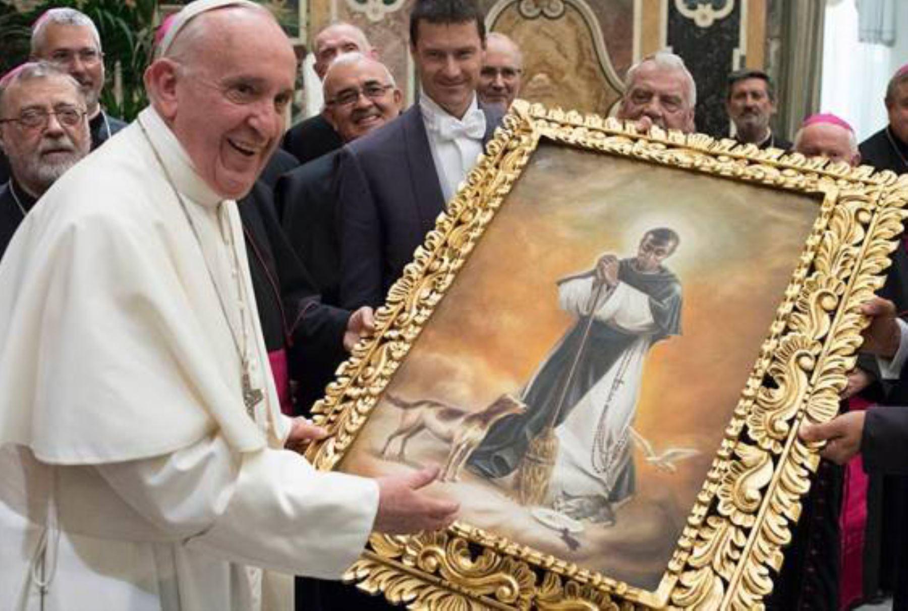 9/06/2017   Papa Francisco y pintura del santo Sana Martin de Porres.I Foto; NTERNET/Medios