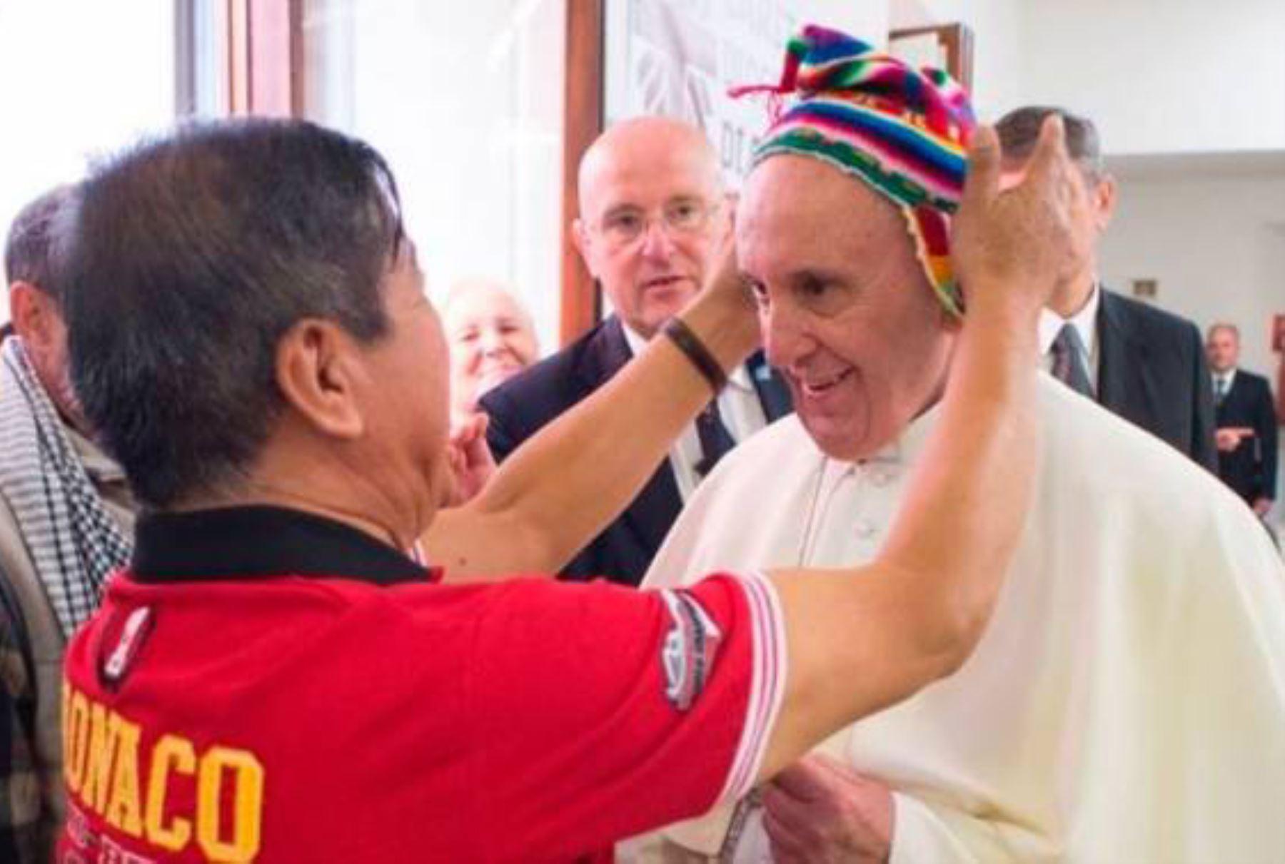 19/06/2017   Papa Francisco y chullo peruano Foto: INTERNET/Medios