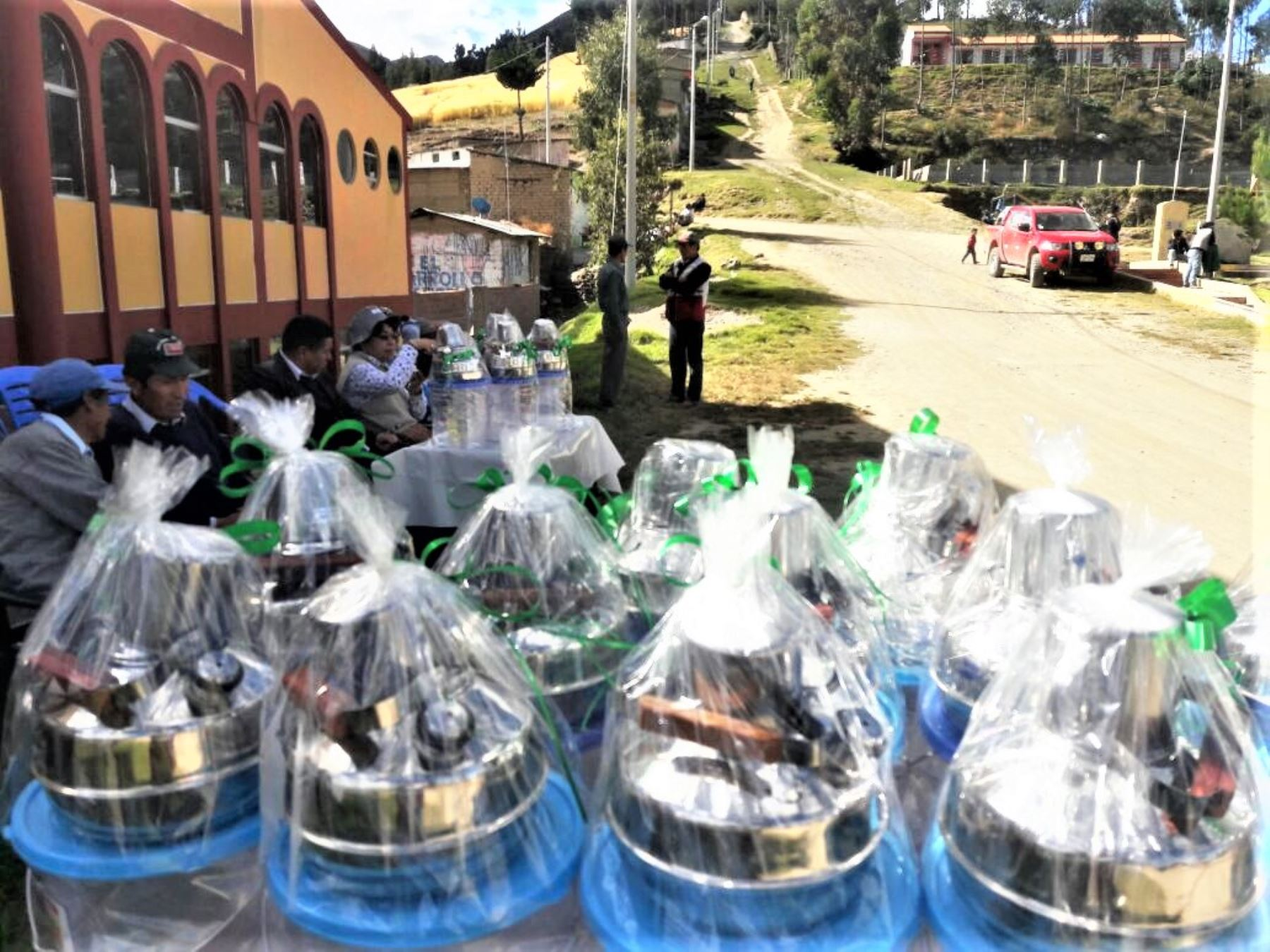Los kits de cocina y las cocinas mejoradas están llegando a las comunidades de Colca, Santa Rosa de Malla, Florida, Acoyanca, Mutuypata y Huallhuaypata del distrito de Quichuas.