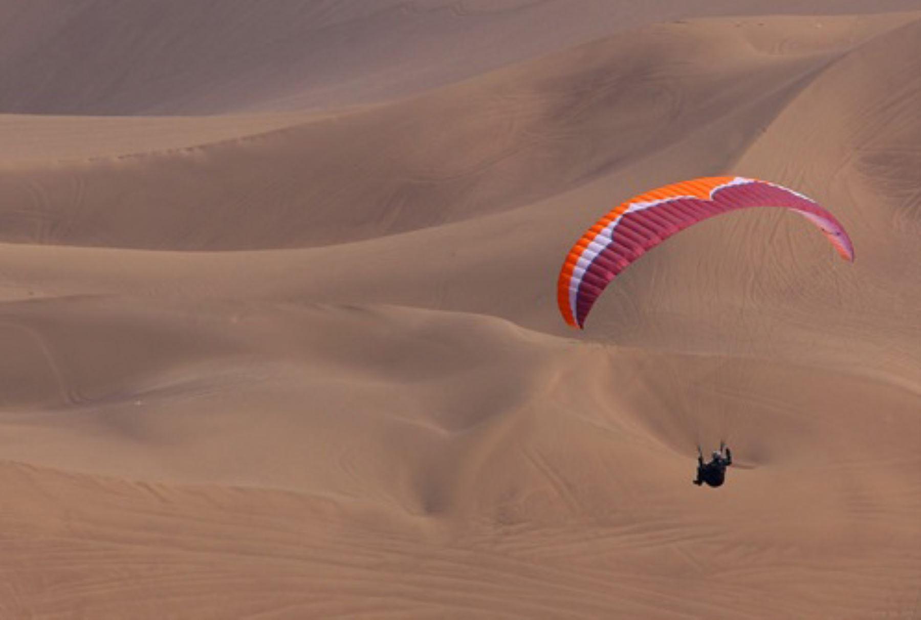 Parapente en dunas de Nasca