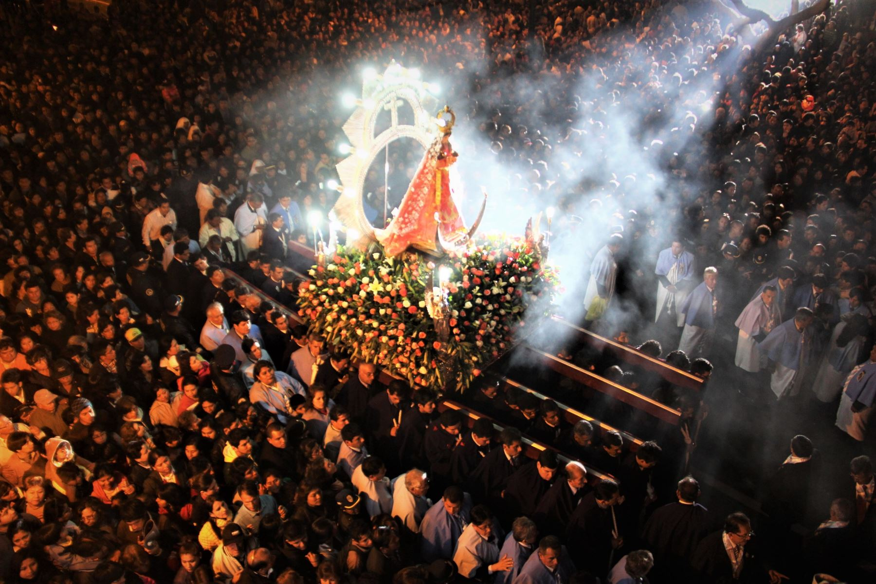 La imagen de la Virgen de la Puerta de Otuzco recibió la Coronación Pontificia por el papa Pio XII el 27 de octubre de 1943, en el marco de la celebración del Tercer Congreso Eucarístico Nacional.