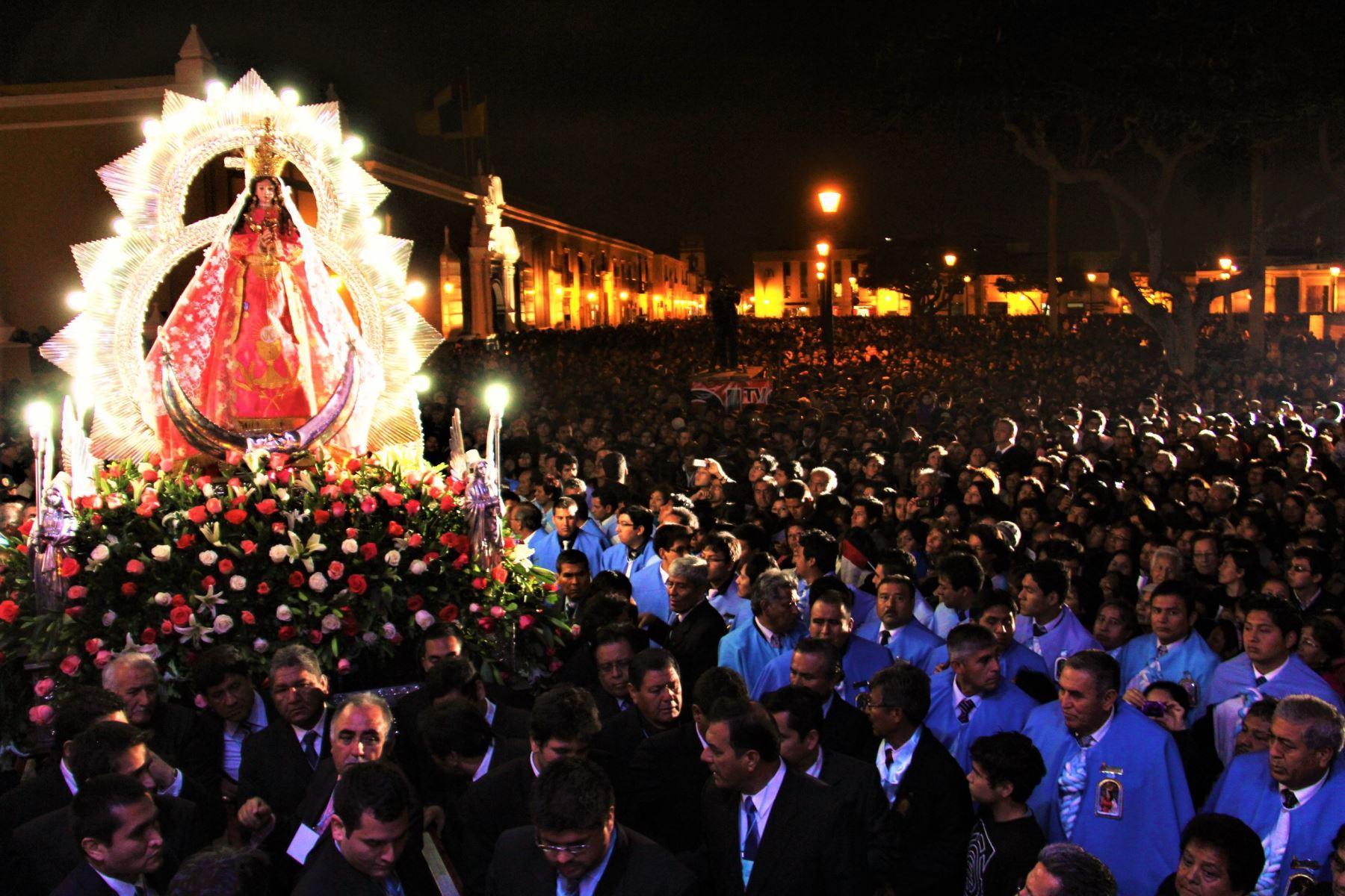 Cada año, miles de personas llegan a la provincia de Otuzco, ubicada a 73 kilómetros de Trujillo, capital de La Libertad, para participar de las actividades religiosas que se realizan por la festividad en su honor.