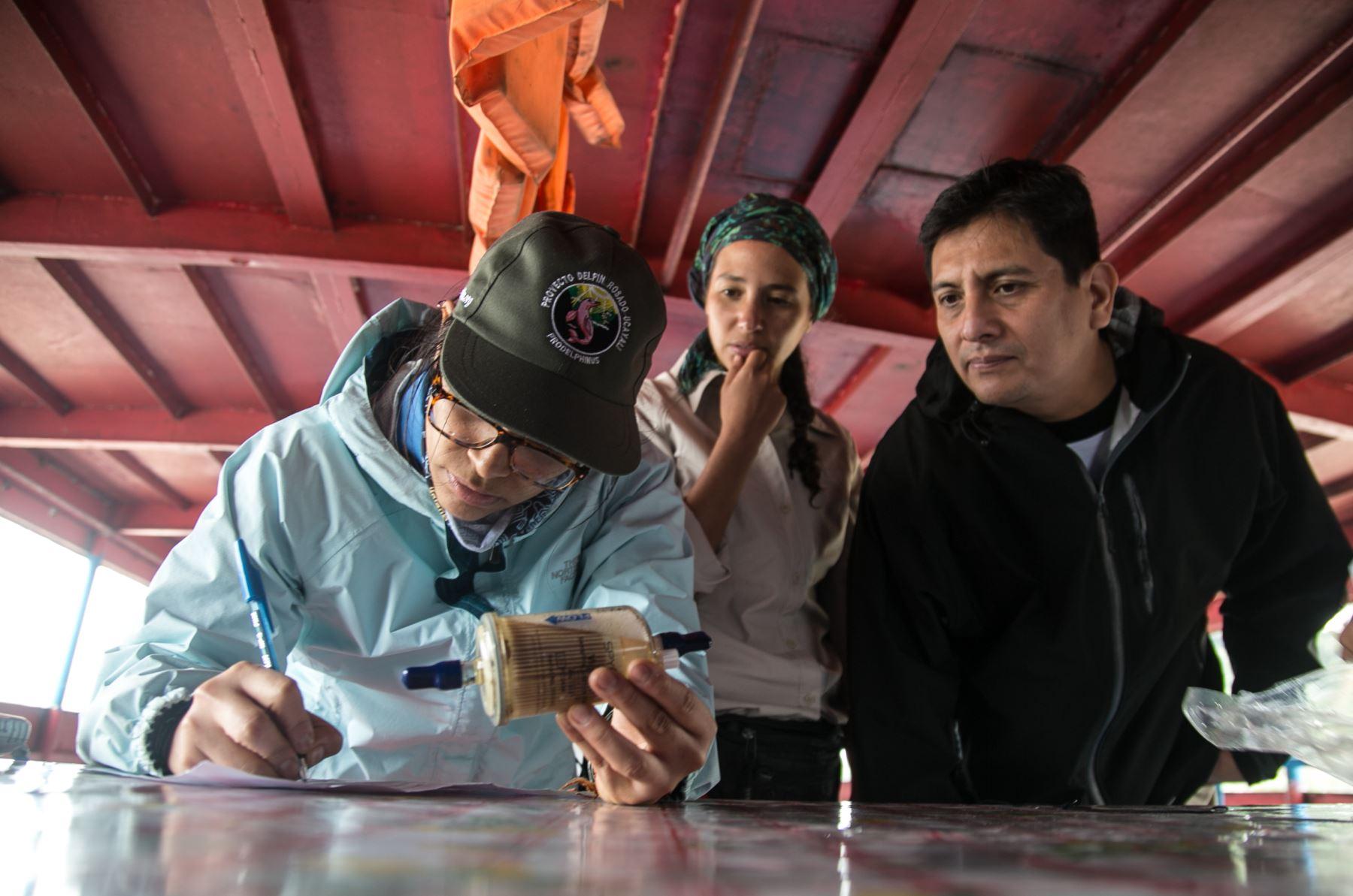 Realizan primer censo de delfines en ríos Huallaga y Marañón. Foto: Sebastián Castañeda/ WWF Perú