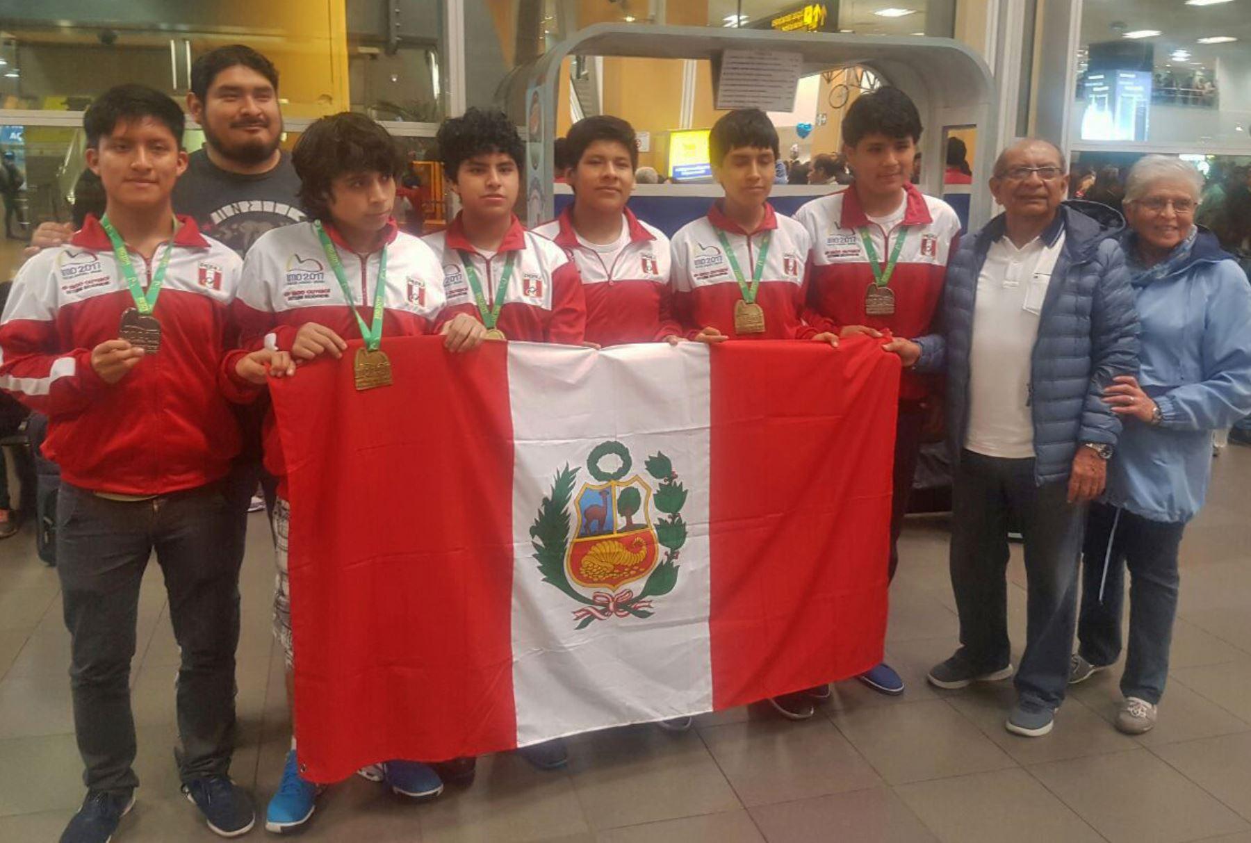 Representantes peruanos en Olimpiada Internacional de Matemática que se realizó en Brasil. Foto: Andina/difusión