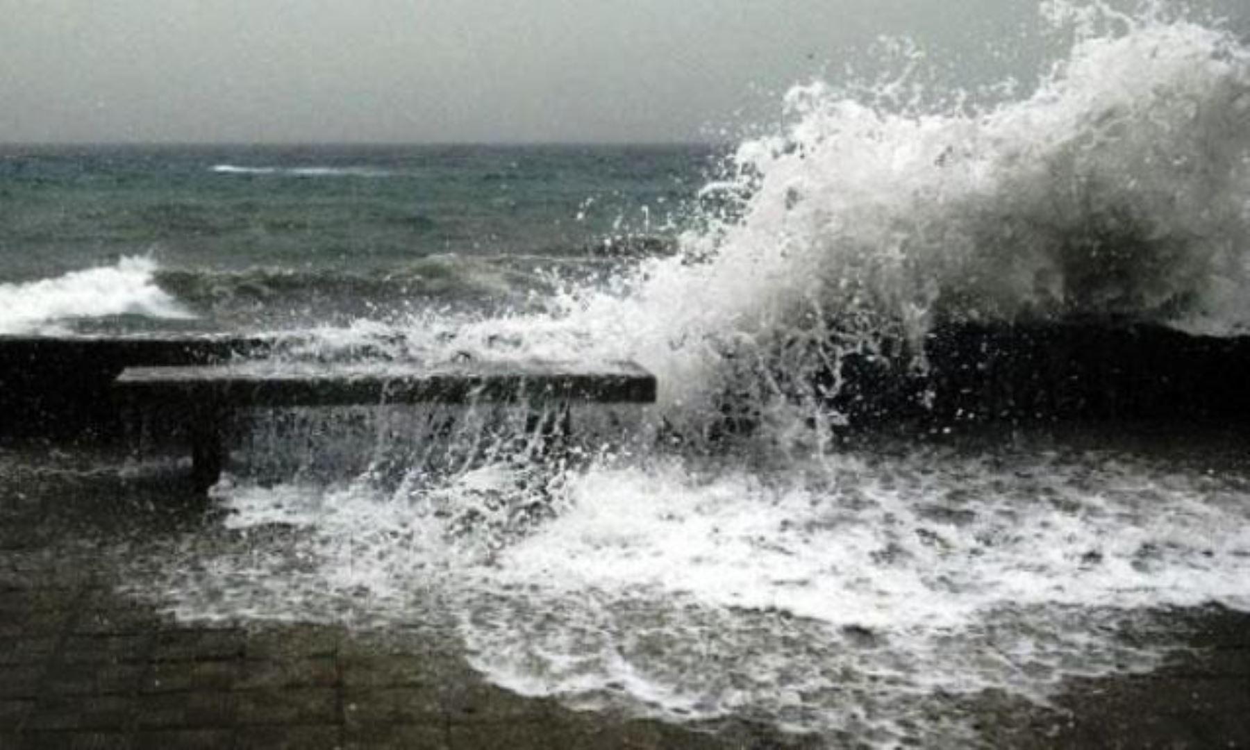 Presencia de oleajes obliga a cerrar puertos del litoral peruano. ANDINA/Difusión