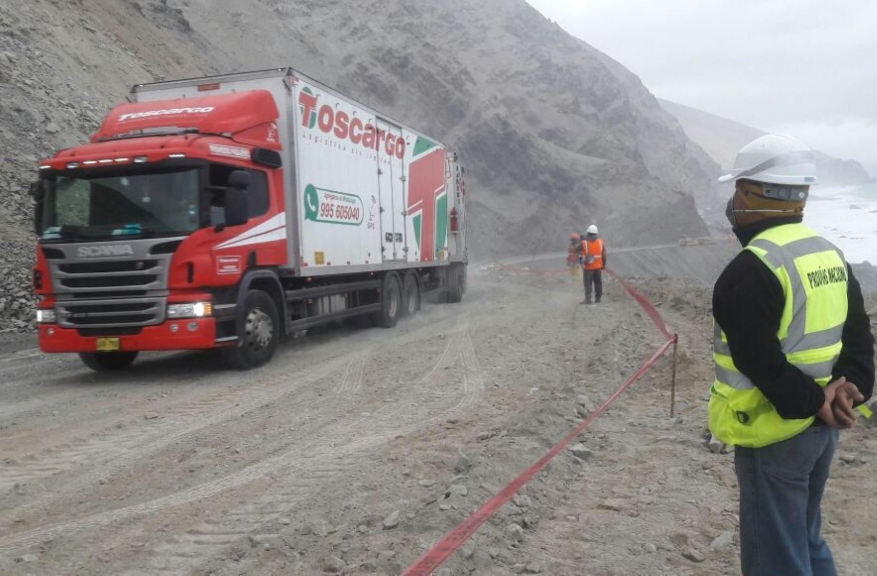 Cientos de vehículos quedaron varados en dicha vía desde las 05:00 horas. ANDINA/Difusión
