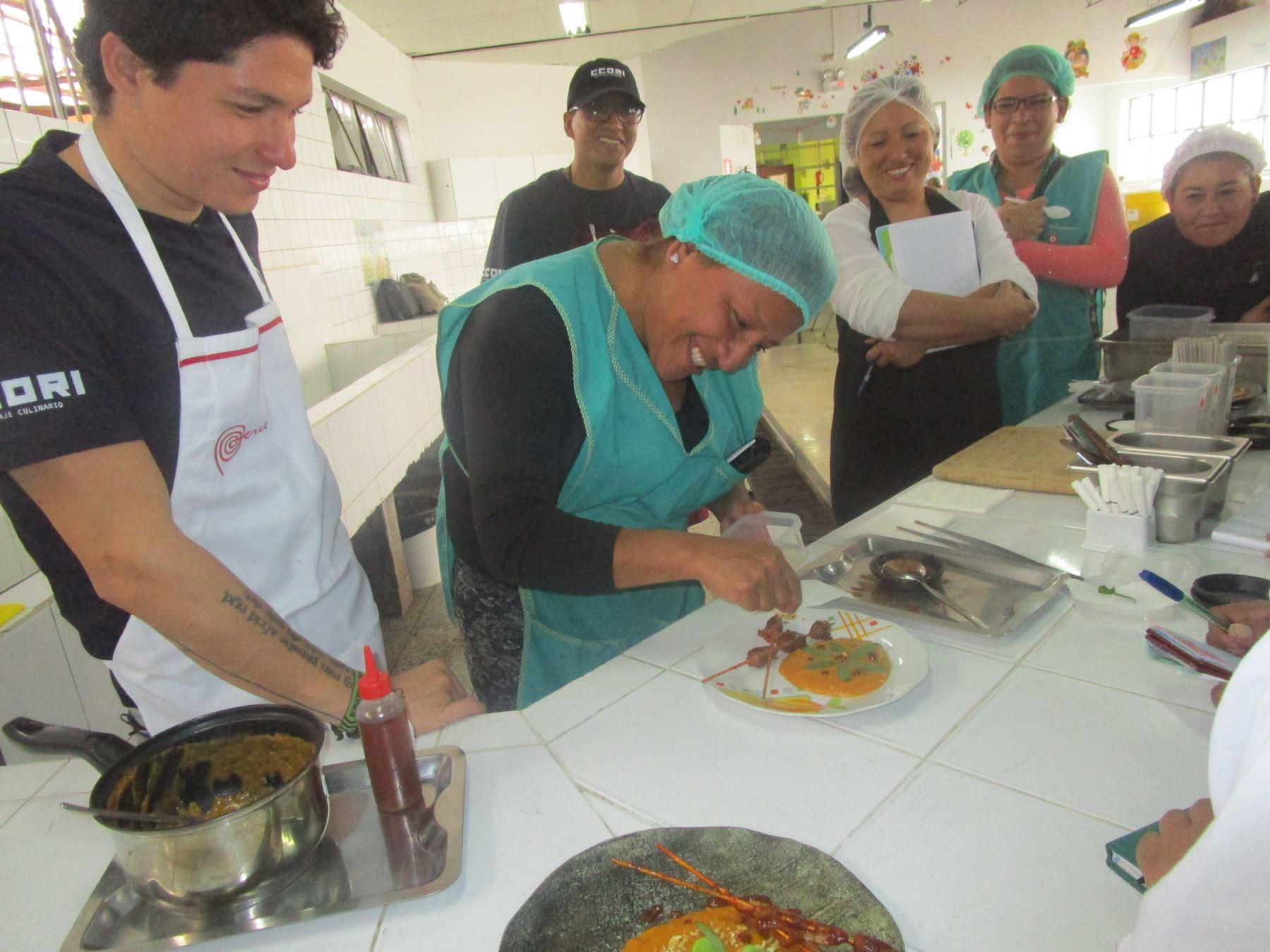 Internas de penal en Chorrillos aprendieron el arte culinario del chef Palmiro Ocampo. Foto: ANDINA/Difusión.