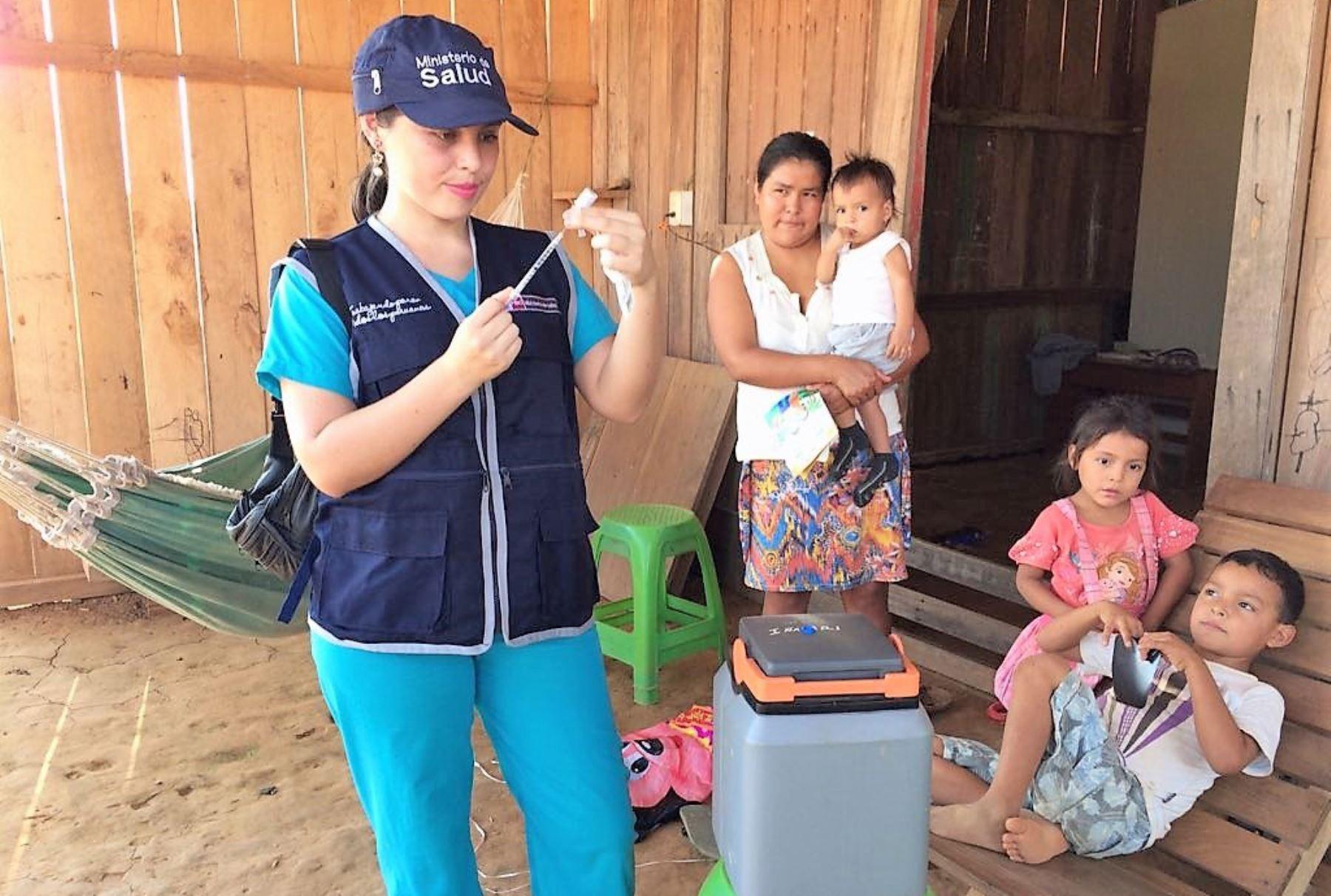 vacunan contra la influenza a pobladores de Iñapari e Iberia