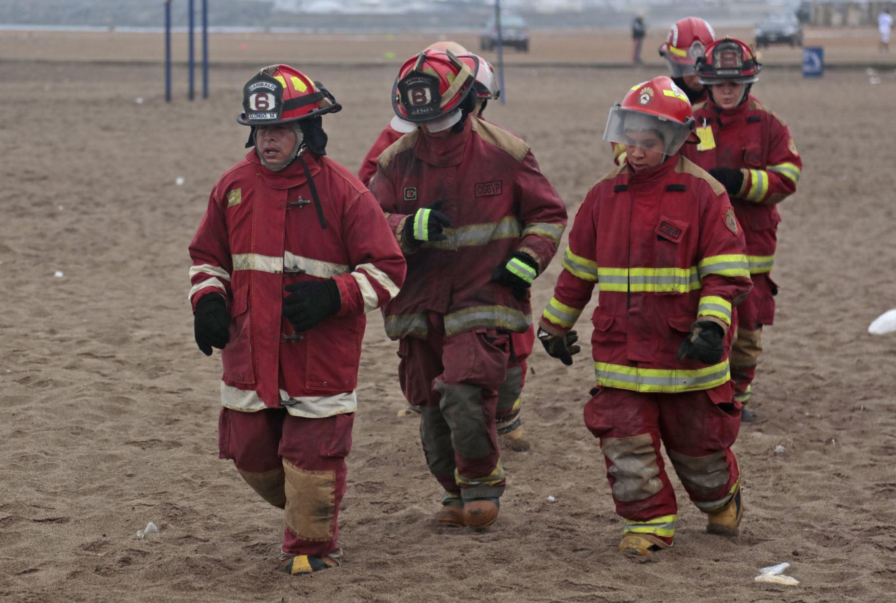 Arequipa envía bomberos a Puerto Maldonado. ANDINA/Carlos Lezama