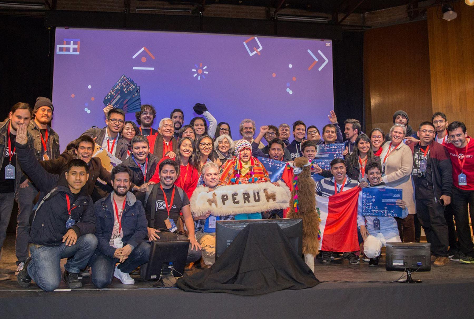 El equipo Open BioFab Lima obtuvo el primer lugar en el International Chevron STEM AWARD–Fab Fundation, cerrando con broche de oro la participación peruana el FAB13, encuentro mundial de fabricación digital e innovación que este año se realizó en Santiago de Chile del 31 de julio al 6 de agosto, informó PROMPERÚ.