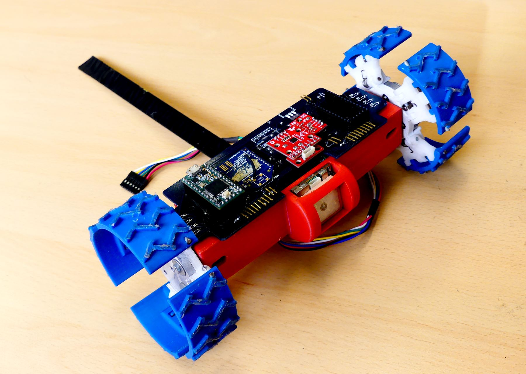 Prototipo Cansat Rover con el que estudiantes peruanos lograron el segundo puesto en competencia aeroespacial internacional. Foto: Andina/Difusión