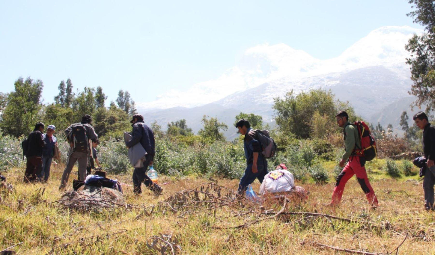 Al promediar las 08:15 horas de hoy, la expedición científica del Instituto Nacional de Investigación en Glaciares y Ecosistemas de Montaña (Inaigem) llegó a la cumbre sur del nevado Huascarán, en Áncash..