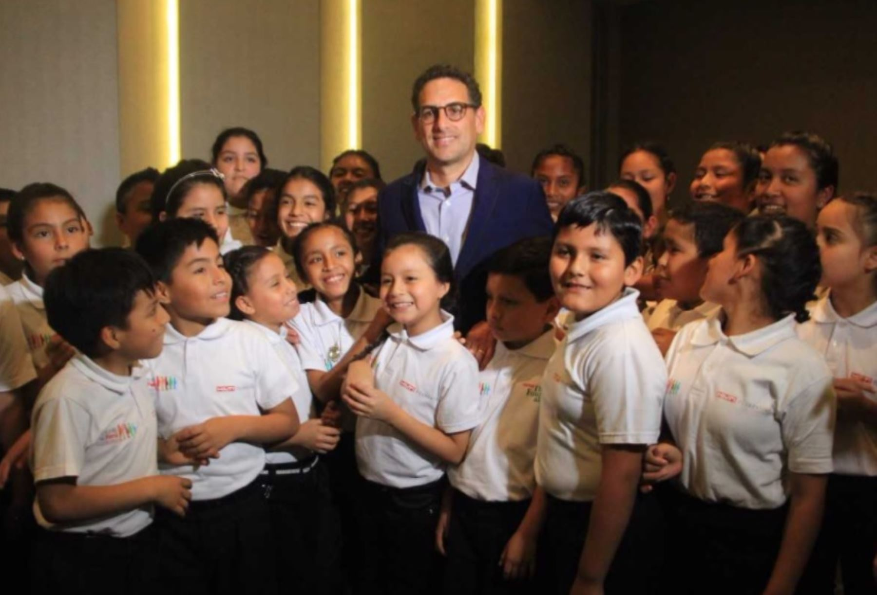 El tenor peruano Juan Diego Flórez, uno de los más importantes del mundo, ofrecerá esta noche un concierto a favor de las familias damnificadas por El Niño Costero, en la inauguración del teatro Víctor Raúl Lozano Ibáñez de la Universidad Privada Antenor Orrego.