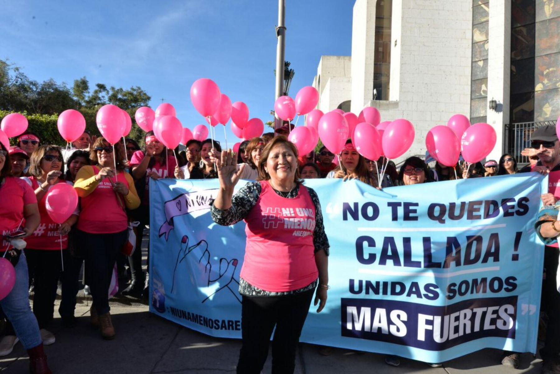 Ministra de la Mujer, Ana María Choquehuanca, participó en la marcha Ni una menos.