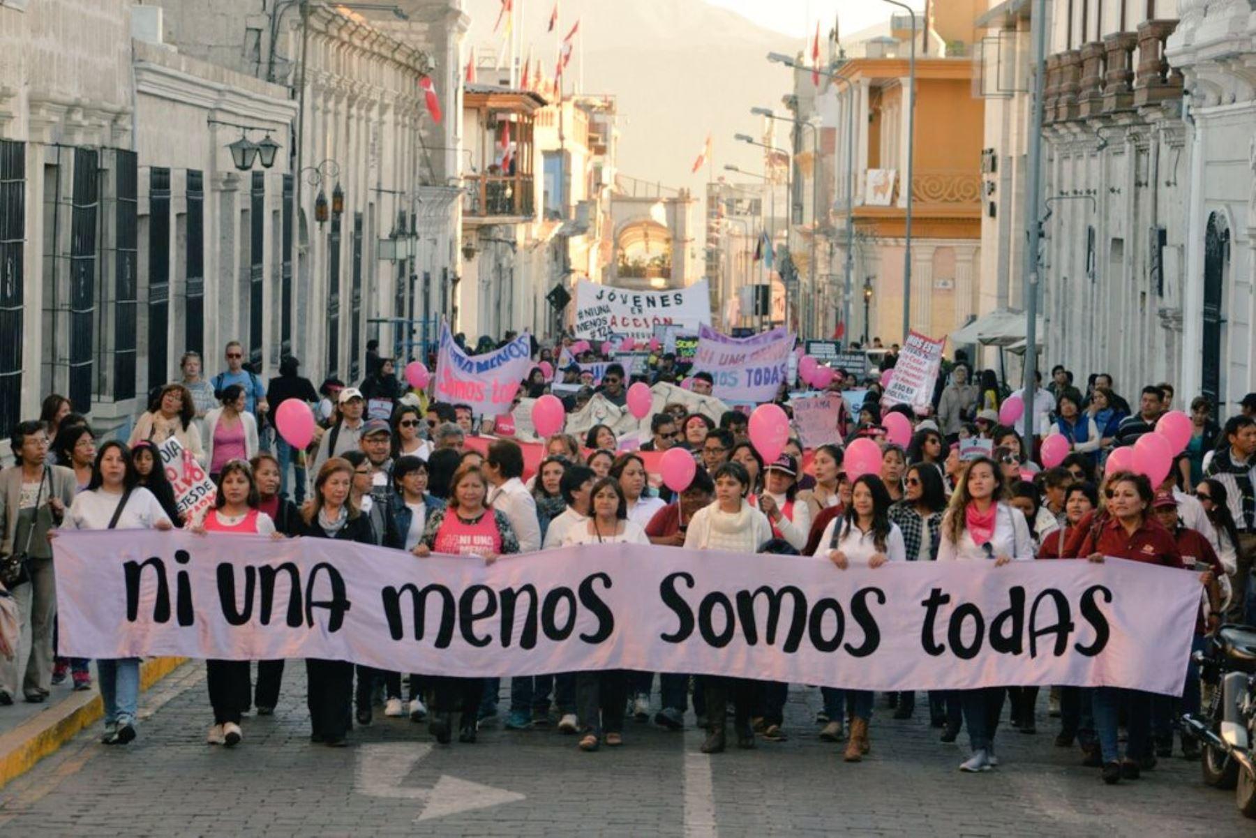 Ministra de la Mujer, Ana María Choquehuanca, participa en la marcha Ni una menos.