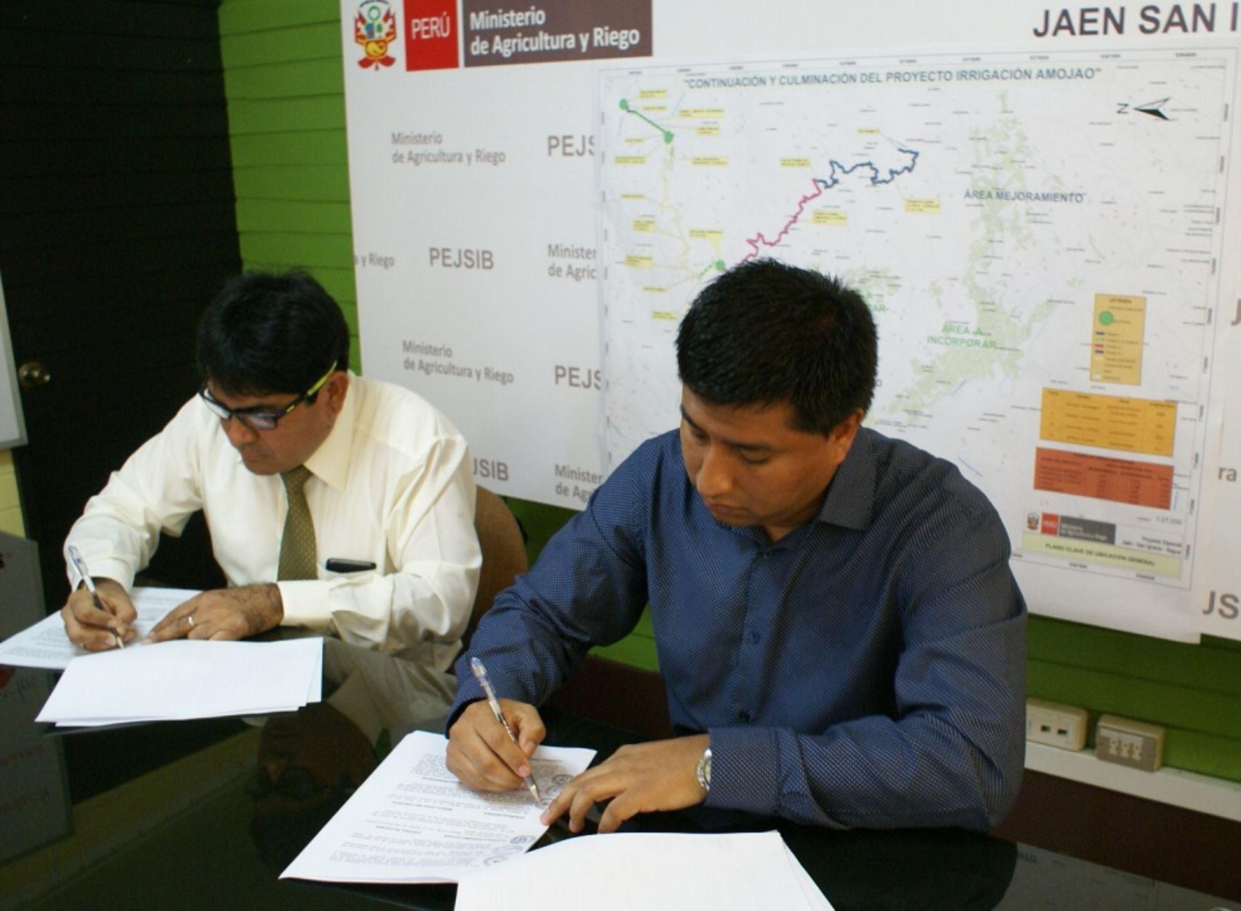 Firma del contrato para construir proyecto de irrigación Amojao en Amazonas. Foto:Minagri.