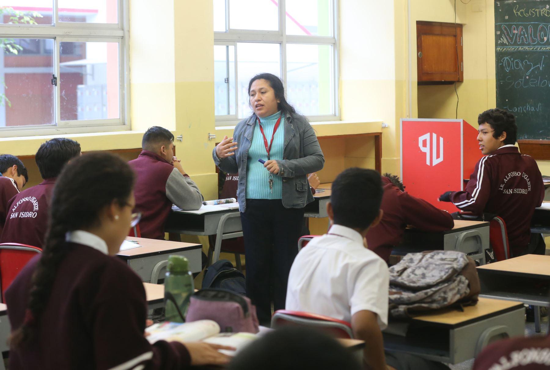 Indecopi defiende los derechos de padres de familia que tienen matriculados a sus hijos e hijas en colegios privados. ANDINA/Jhony Laurente