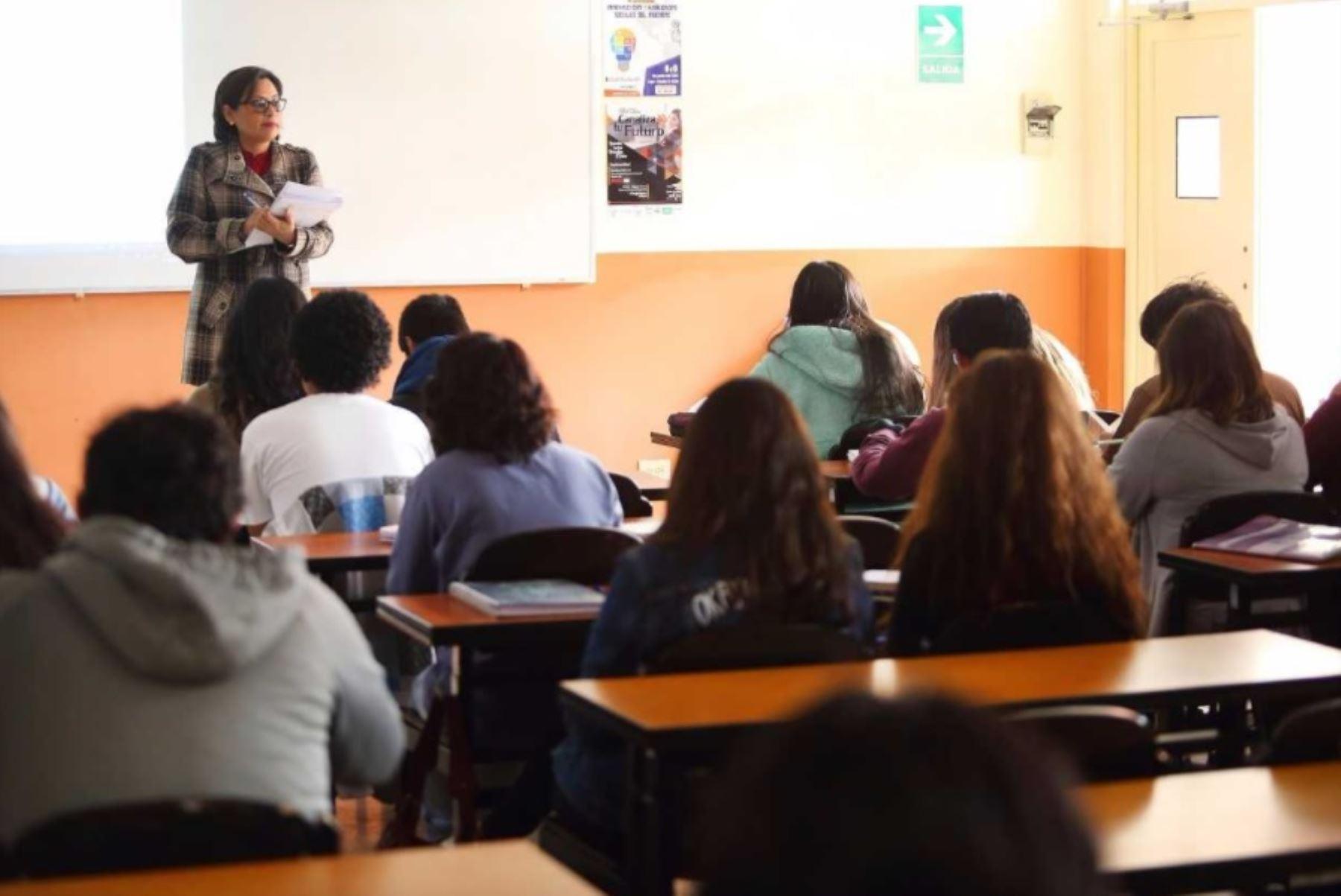 Fortalecer la formación del capital humano a través de la mejora de la calidad de la oferta educativa es el objetivo de los convenios que ocho regiones han firmado con el Sistema Nacional de Evaluación, Acreditación y Certificación de la Calidad Educativa (Sineace).