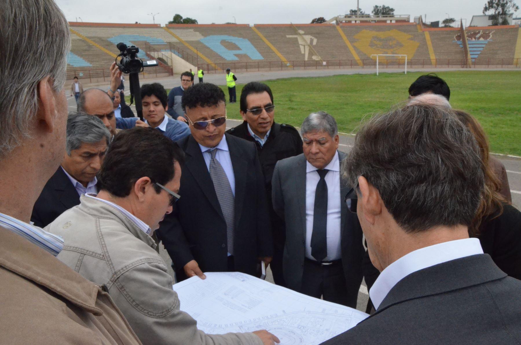El rector de la UNMSM, Orestes Cachay, recibió a los ilustres visitantes
