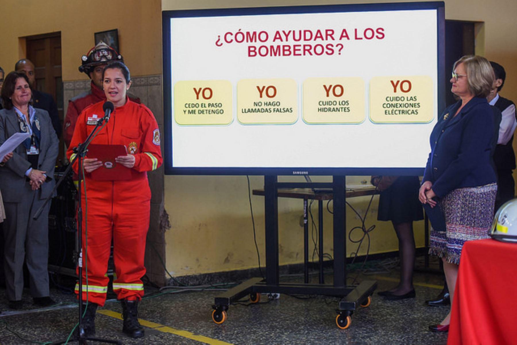 Gobierno ratifica compromiso para mejorar condiciones de seguridad de bomberos. Foto: ANDINA/Difusión.
