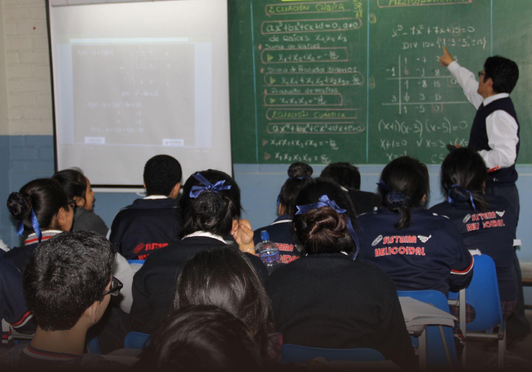 Dictar 225 N Clases Gratuitas Para Estudiantes De Colegios