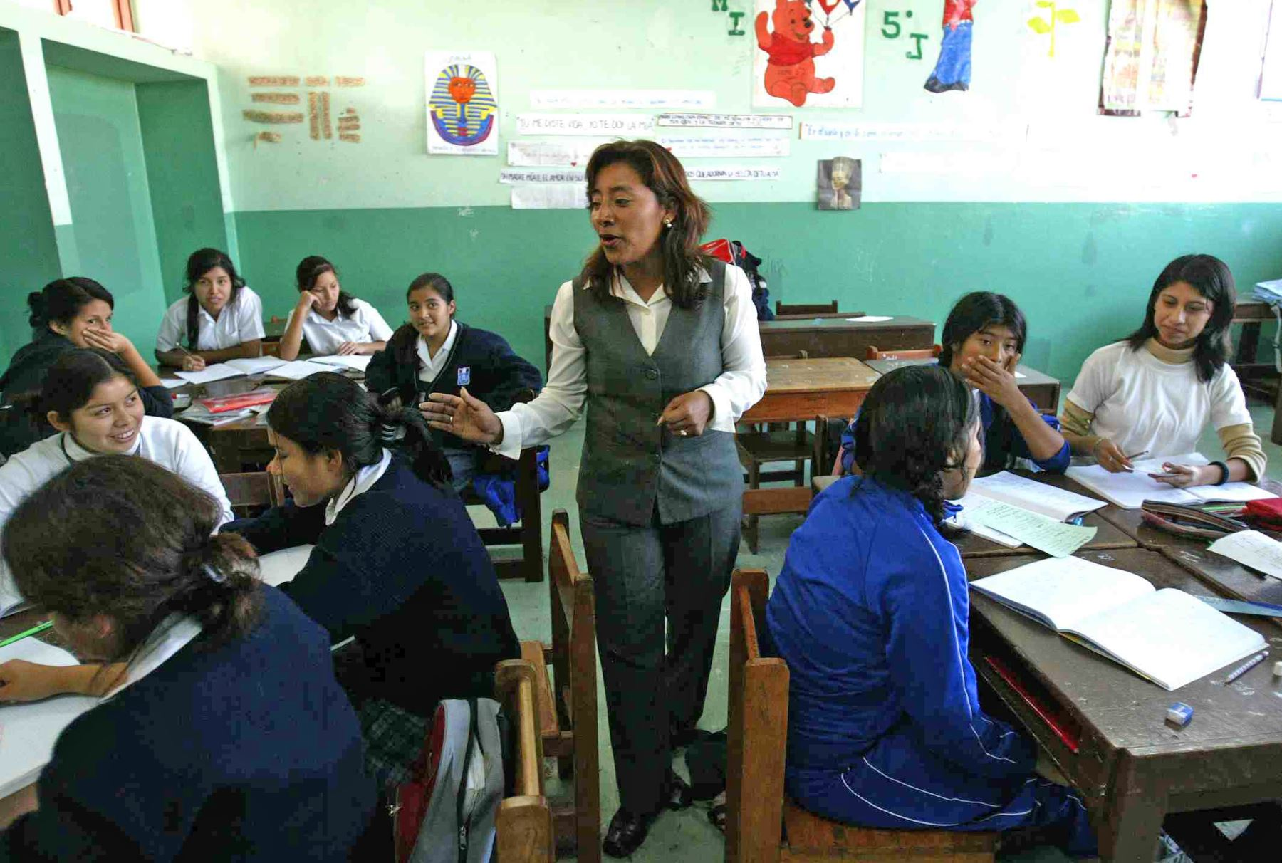 Resultado de imagen de aumento de sueldo para maestros
