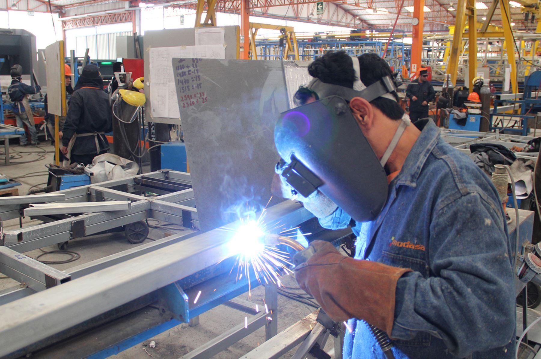 Actividad productiva industrial. ANDINA/Difusión