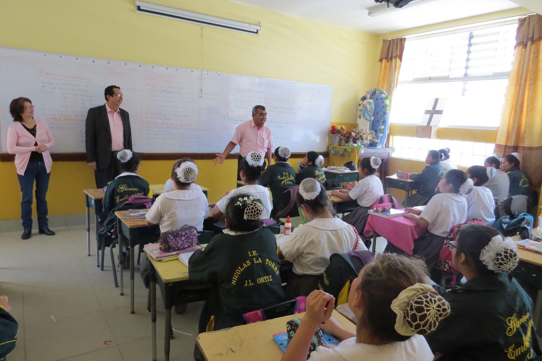 Ministerio de la Mujer y Educación firman convenio para impartir educación sexual en colegios para prevenir violación sexual y embarazos adolescentes.Foto:  ANDINA.