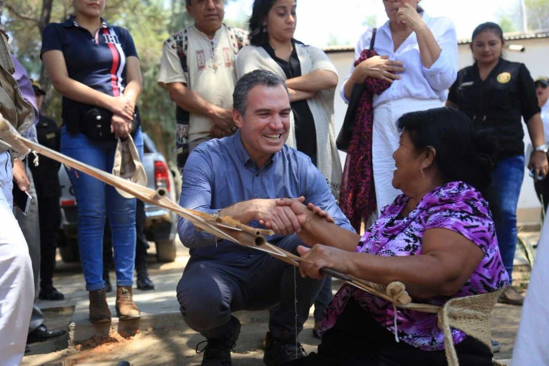 El ministro de Cultura, Salvador del Solar, junto con Martha Zegarra, directora ejecutiva del World Monument Fund Perú (WMF), presentó los trabajos de investigación, conservación y uso público en beneficio de la Huaca I: complejo arqueológico Túcume, afectada por El Niño costero.