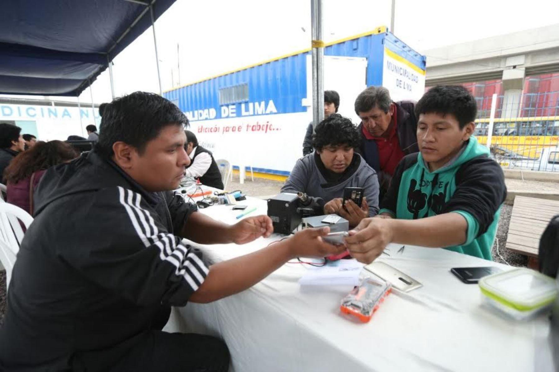 Reparación de celulares será gratuita. Foto: Difusión.