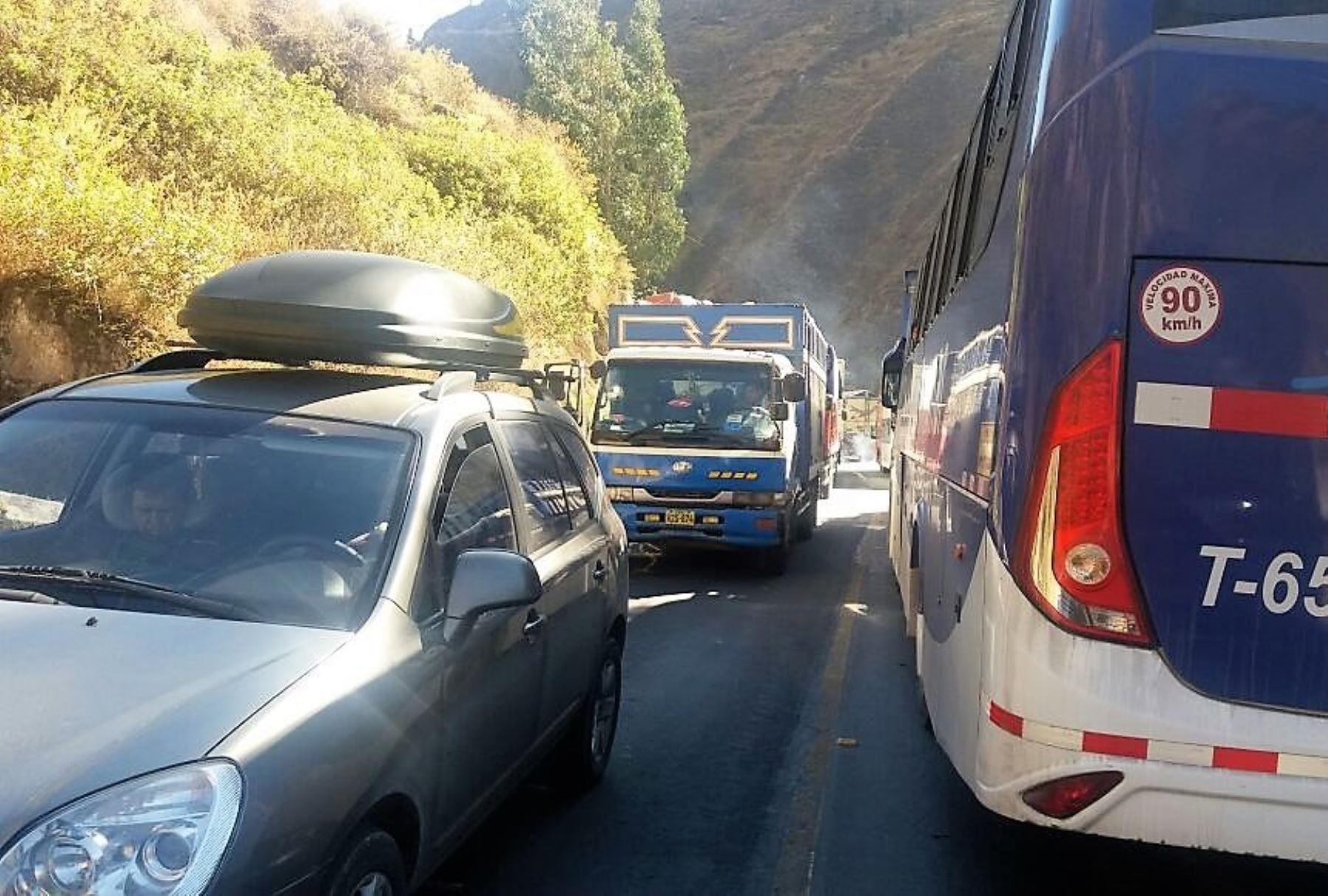 Reabren parcialmente el tránsito en carretera Central afectada por sismos en Matucana. ANDINA/Difusión