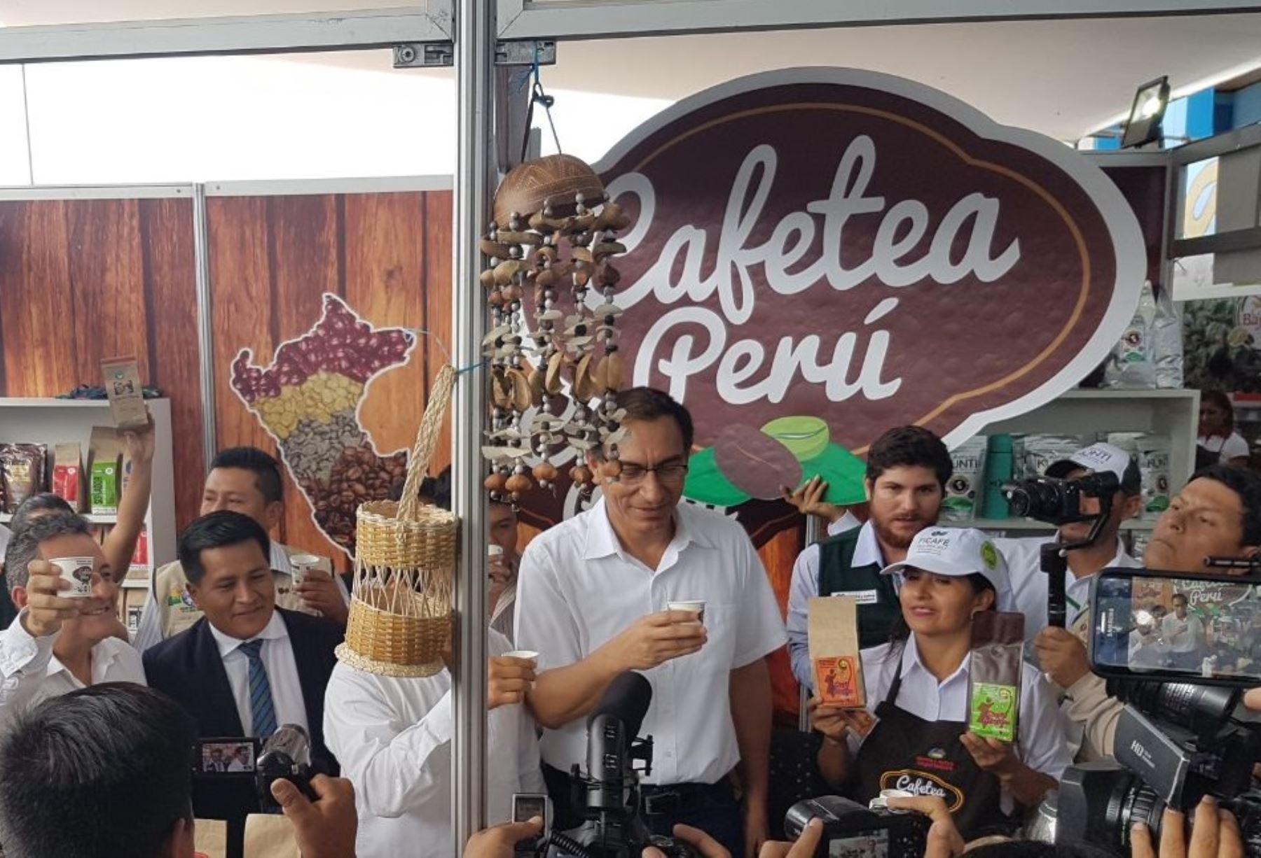 Primer vicepresidente de la República, Martín Vizcarra (al centro) en Ficafé 2017. Foto: Cortesía Sierra y Selva Exportadora.