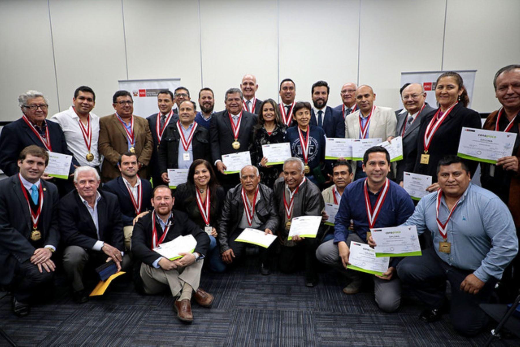 Productores de la región Lima ganadores en XXIII Concurso Nacional del Pisco. Foto: Cortesía Produce.