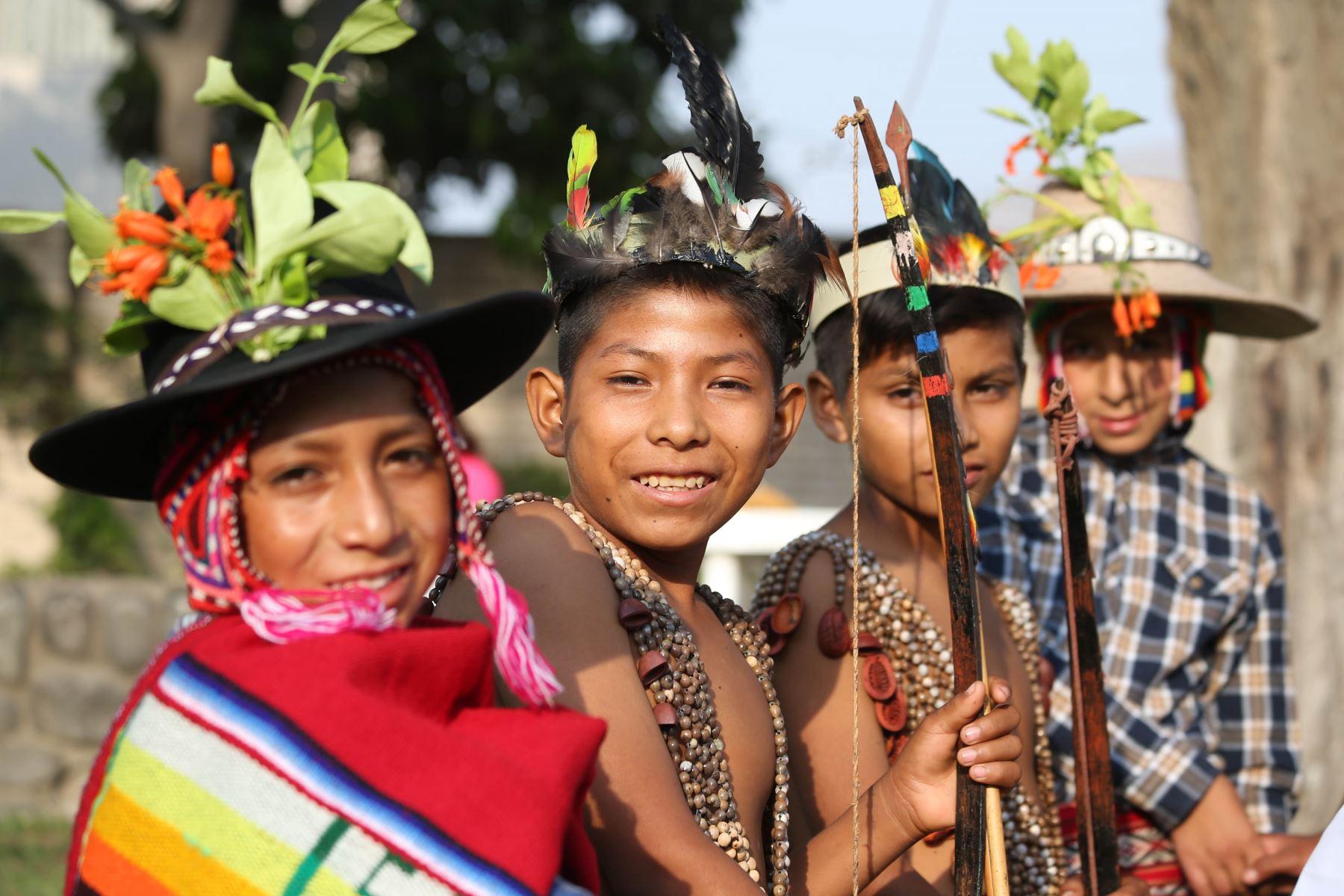 En los últimos siete años, el Perú ha mostrado avances importantes en la inclusión social, recuperación, promoción y valoración de las lenguas indígenas u originarias que son habladas por más de cuatro millones de peruanos, es decir, el 15% de la población total del país. ANDINA/Difusión