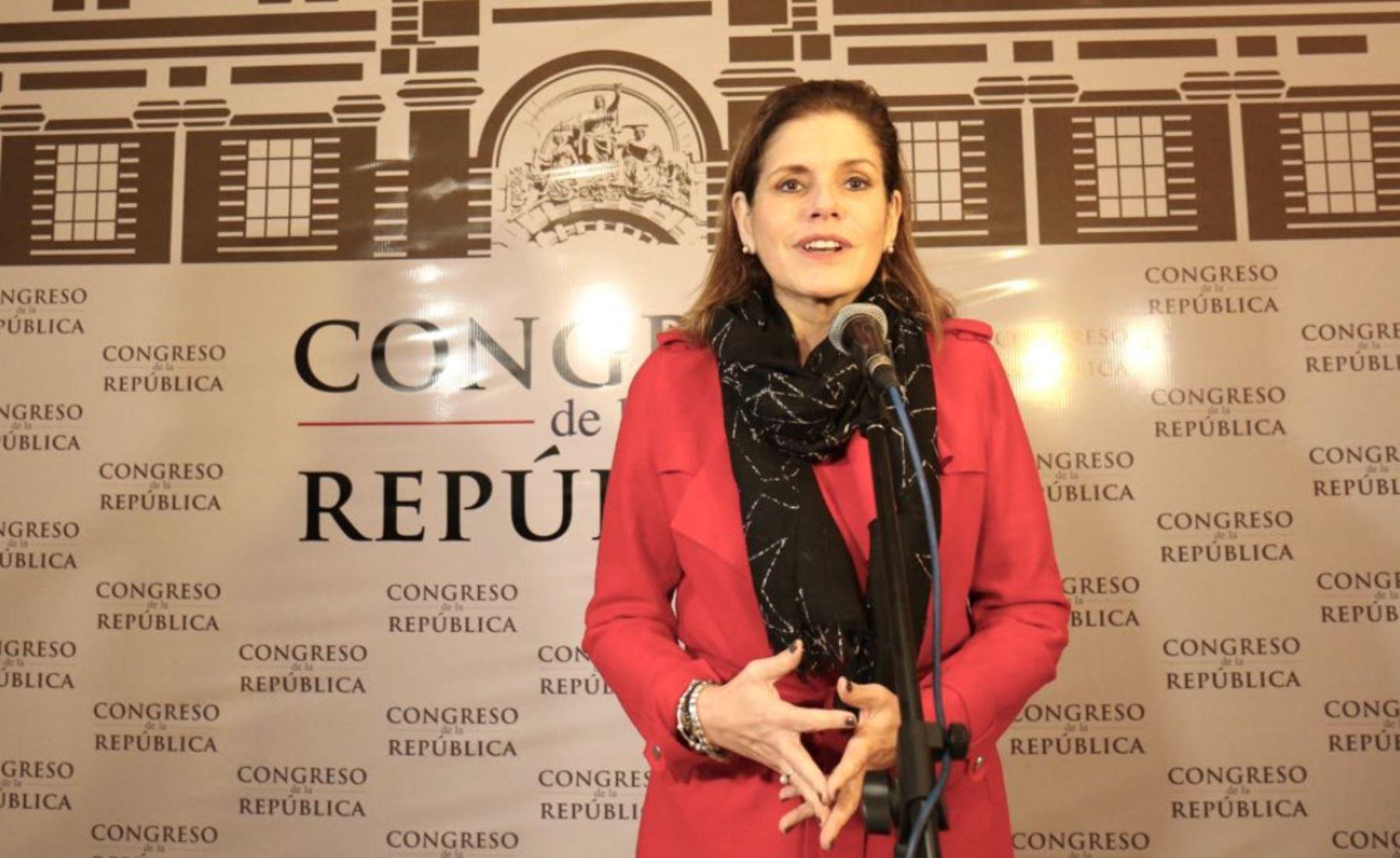 Mercedes Aráoz se reunió con la bancada de Nuevo Perú. Foto: Difusión.