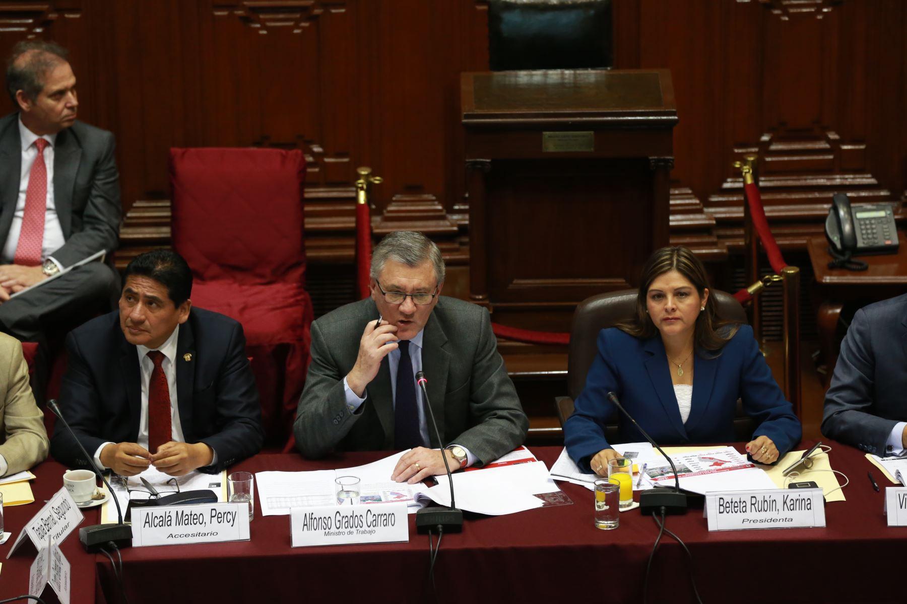 Titular del Ministerio de Trabajo y Promoción del Empleo (MTPE), Alfonso Grados. Foto: ANDINA/Dante Zegarra
