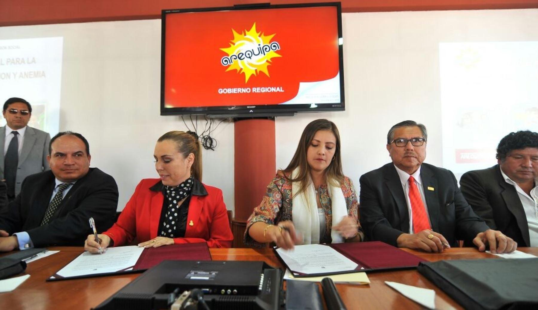 """La ministra de Desarrollo e Inclusión Social (Midis), Fiorella Molinelli, invitó hoy a los jóvenes arequipeños a participar en la primera edición de """"Hackathon Perú Hambre Cero, por un Perú sin anemia"""", a realizarse en esa región este 14 y 15 de octubre."""