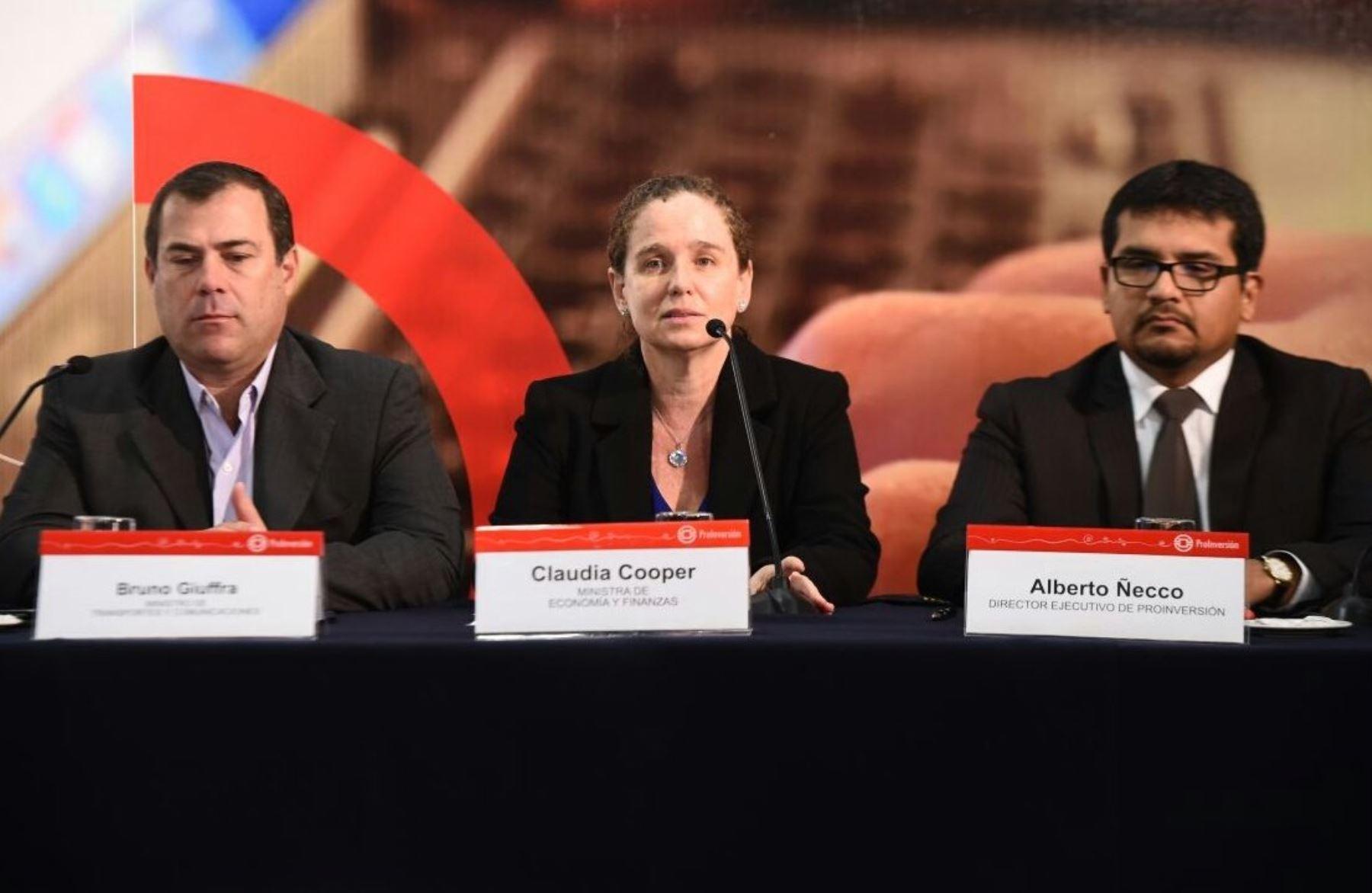 Ministra de Economía y Finanzas, Claudia Cooper.