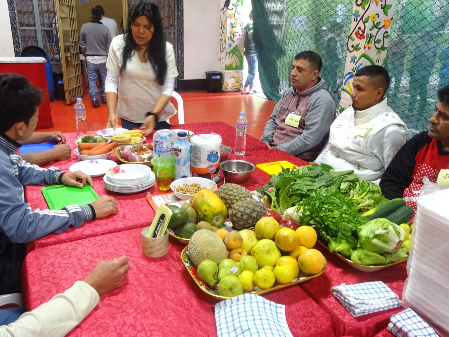 Una alimentación sana y balanceada proponen nutricionistas de San Marcos. Foto: ANDINA/Difusión