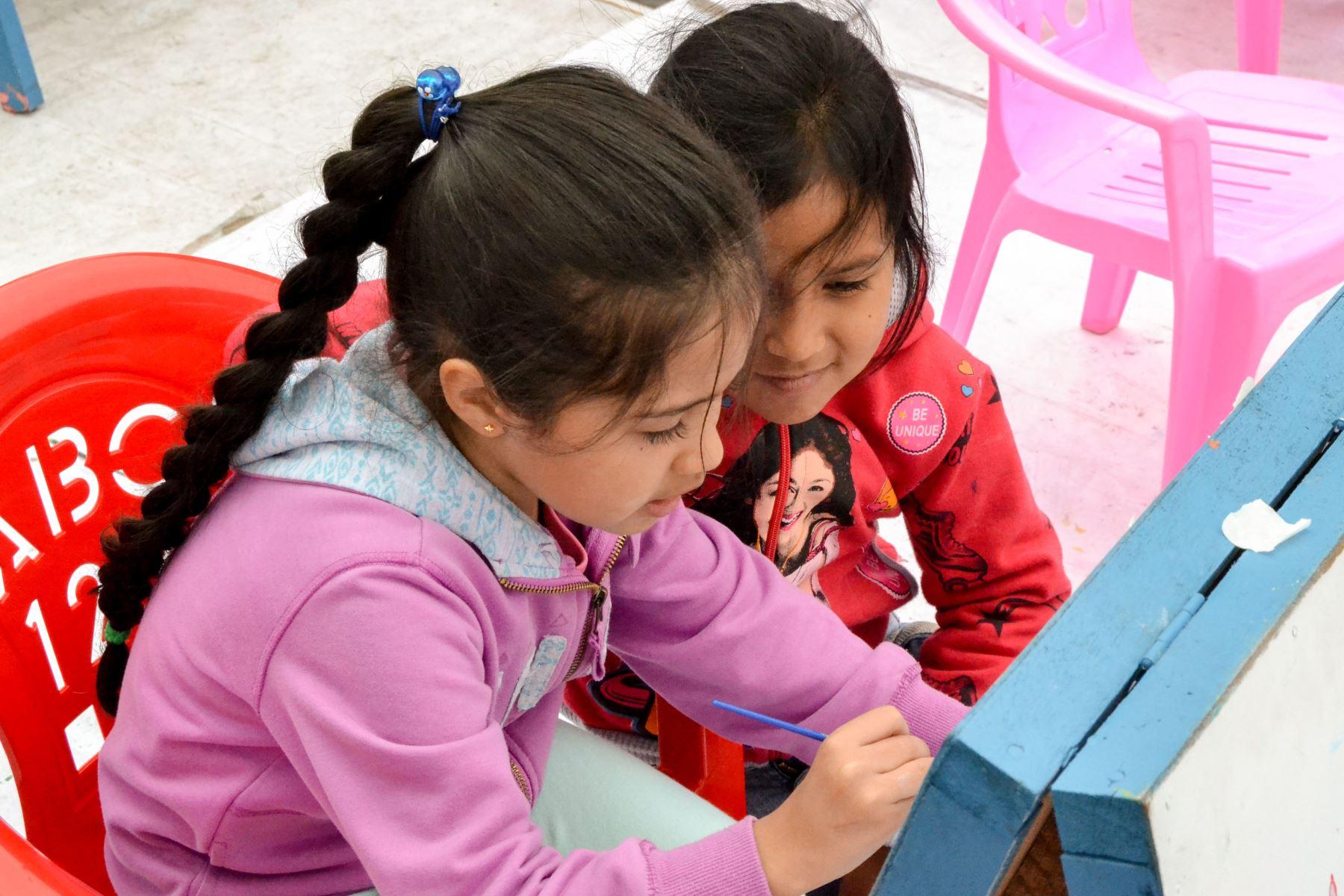 Niños de Jesús María quieren regalar sus dibujos al papa Francisco. Foto: Andina/Difusión