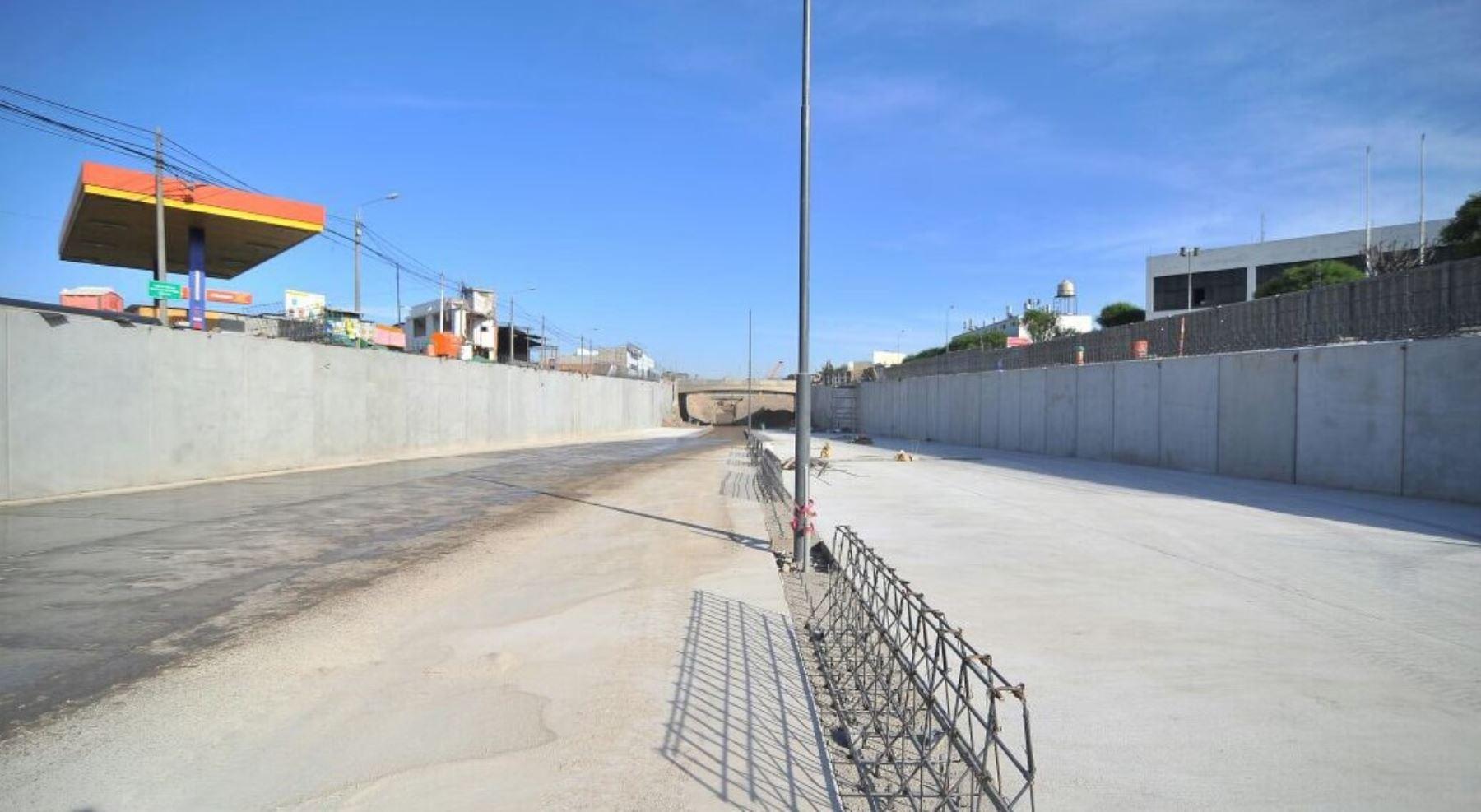 La construcción del tramo III de la nueva variante de Uchumayo registra un nivel de avance del 67%, destacó la gobernadora regional Yamila Osorio, quien supervisó el desarrollo de esta importante obra vial que mejorará notablemente el acceso a la ciudad de Arequipa.