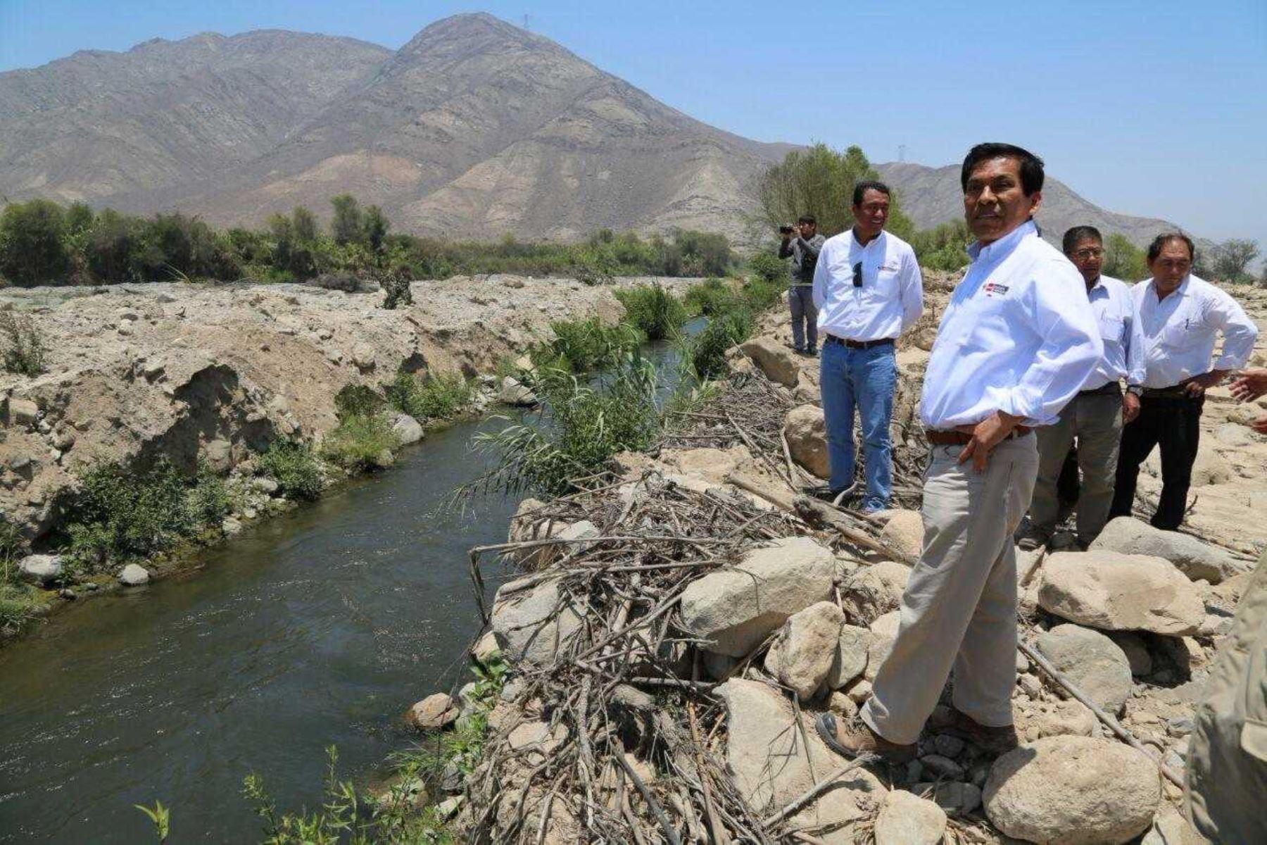 Ministro José Hernández supervisó trabajos de encauzamiento en Huaura. ANDINA/Difusión