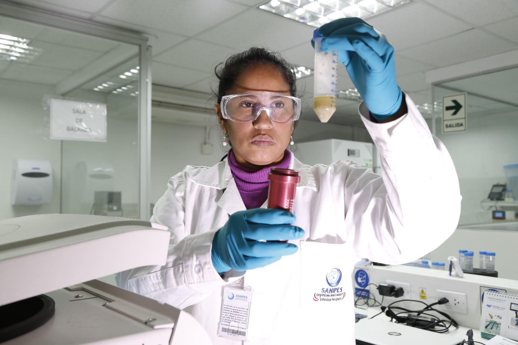 Labor de Sanipes cuida la salud de consumidores.Foto:  ANDINA/Difusión.