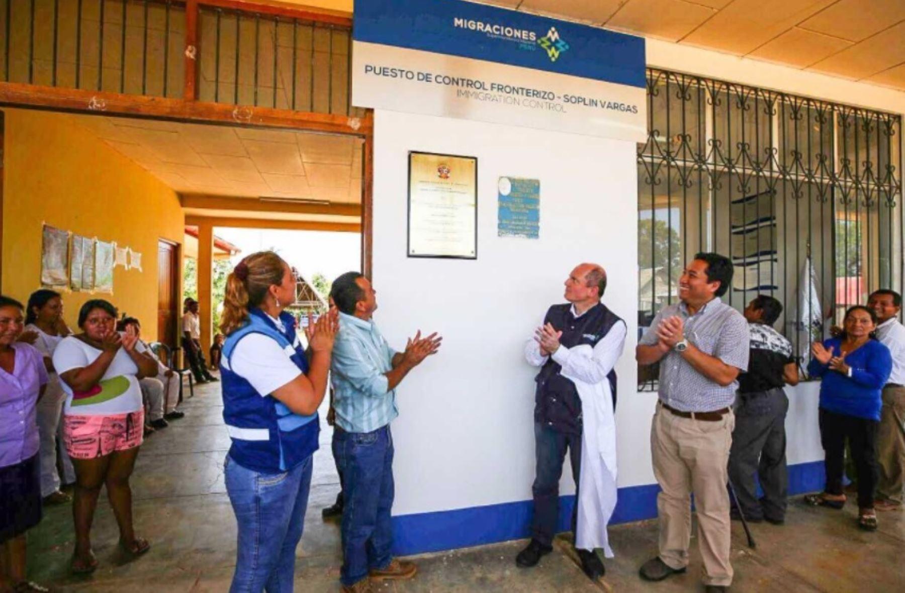 La Superintendencia Nacional de Migraciones (Migraciones) activó hoy el Puesto de Control Fronterizo Soplín Vargas, el segundo implementado en el presente Gobierno a lo largo de más de 1,300 kilómetros del río Putumayo, el límite fronterizo entre Perú y Colombia.