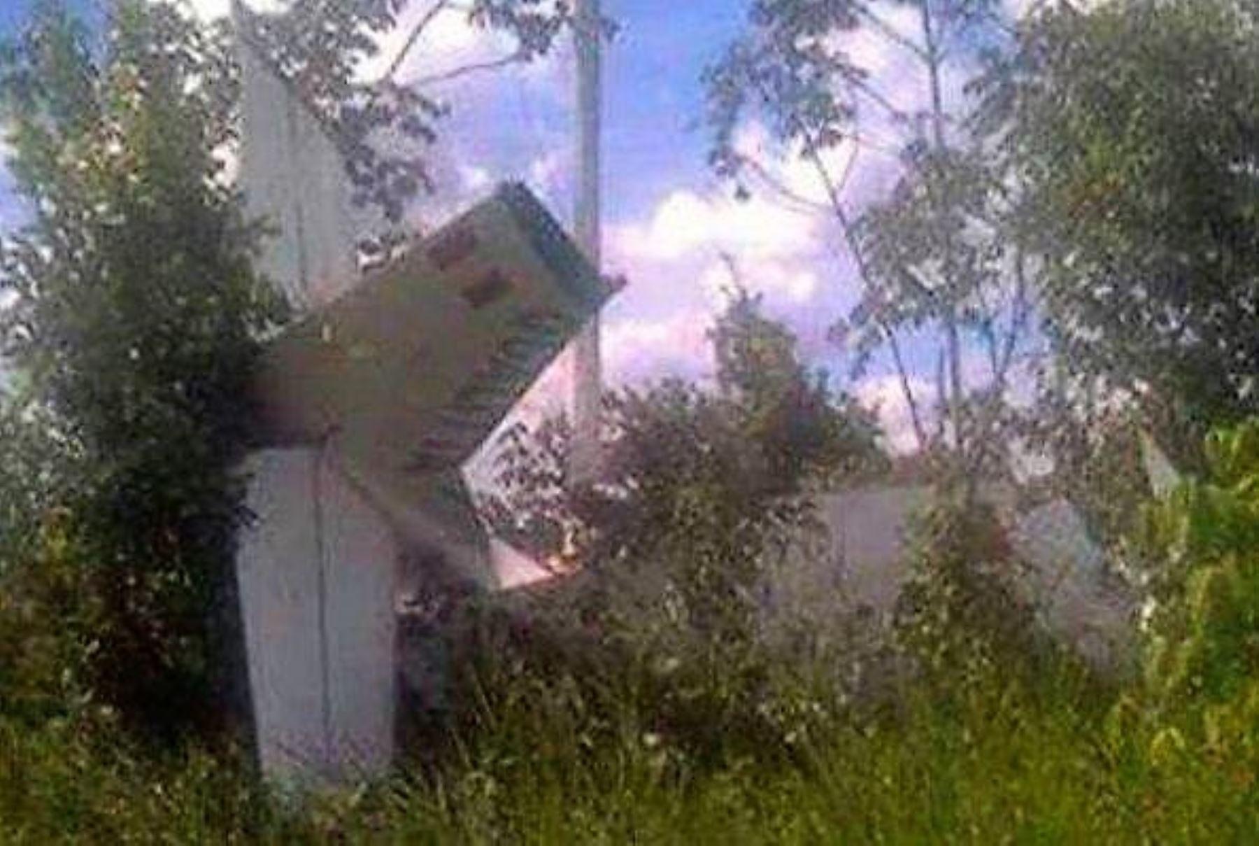 La Corporación Peruana de Aeropuertos y Aviación Comercial S.A. (Corpac S.A.) confirmó que 11 de los 12 pasajeros que viajaban en el vuelo OB-2077 de la compañía Air Majoro que se dirigía a Pucallpa se encuentran ilesos y uno resultó herido, quien recibe atención médica en esa ciudad capital de la región Ucayali. INTERNET/Medios