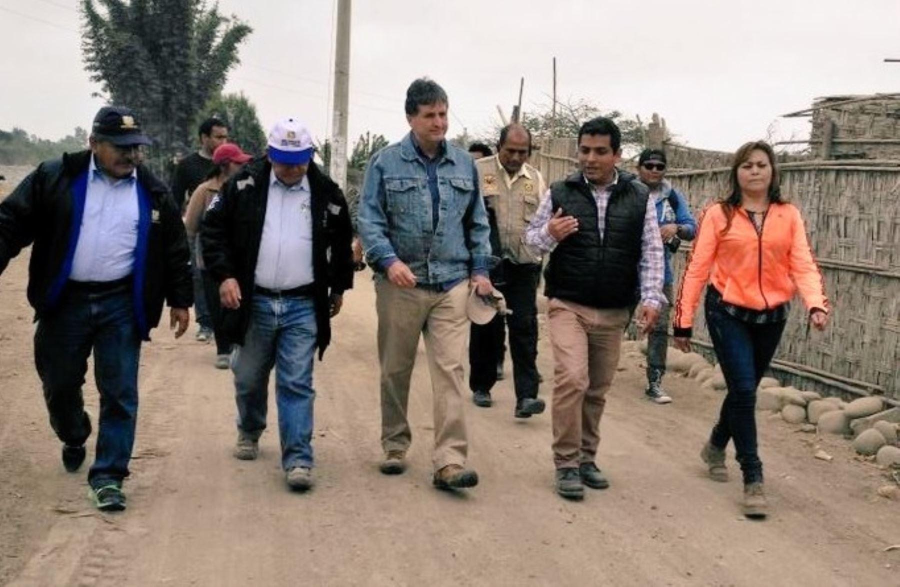 El director ejecutivo de la Autoridad para la Reconstrucción con Cambios, Pablo de la Flor, y el gobernador regional de Lima, Nelson Chui, supervisaron el avance de las obras de limpieza y encauzamiento en el río Cañete, en la región Lima, en el marco de las intervenciones preventivas ante la próxima temporada de lluvias.