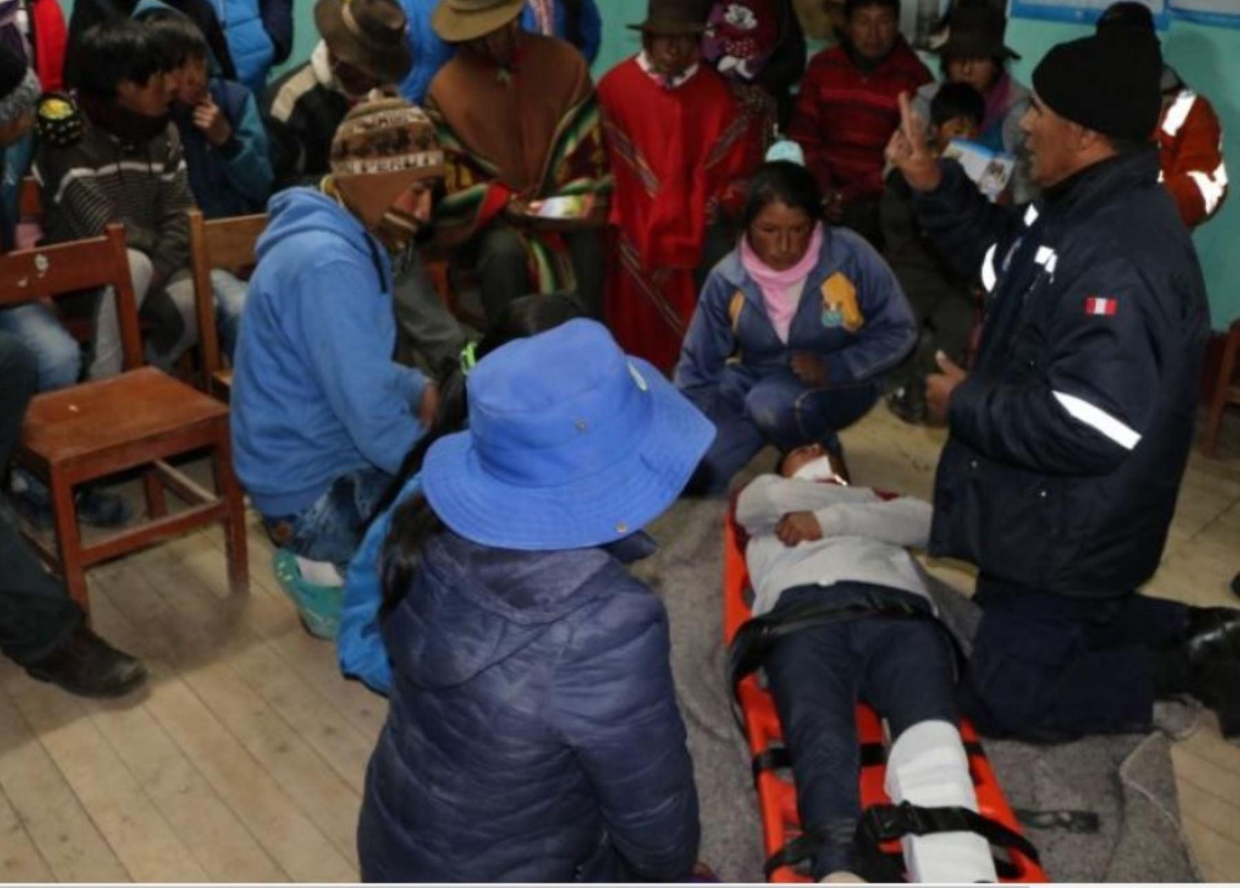 El gobierno regional de Ayacucho, a través de la Subgerencia de Defensa Civil, realizó la capacitación de brigadas comunitarias en la localidad de Pampamarca, provincia de Parinacochas, para la atención frente a emergencias y rehabilitación.