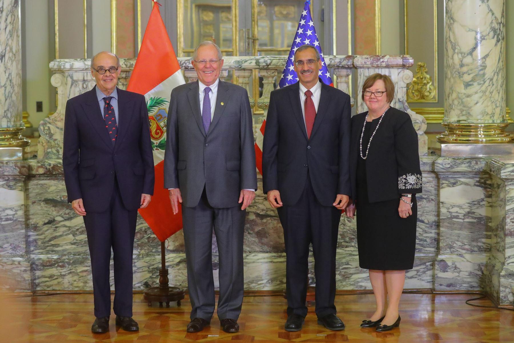 Peru: New US ambassador presents credentials to President Kuczynski